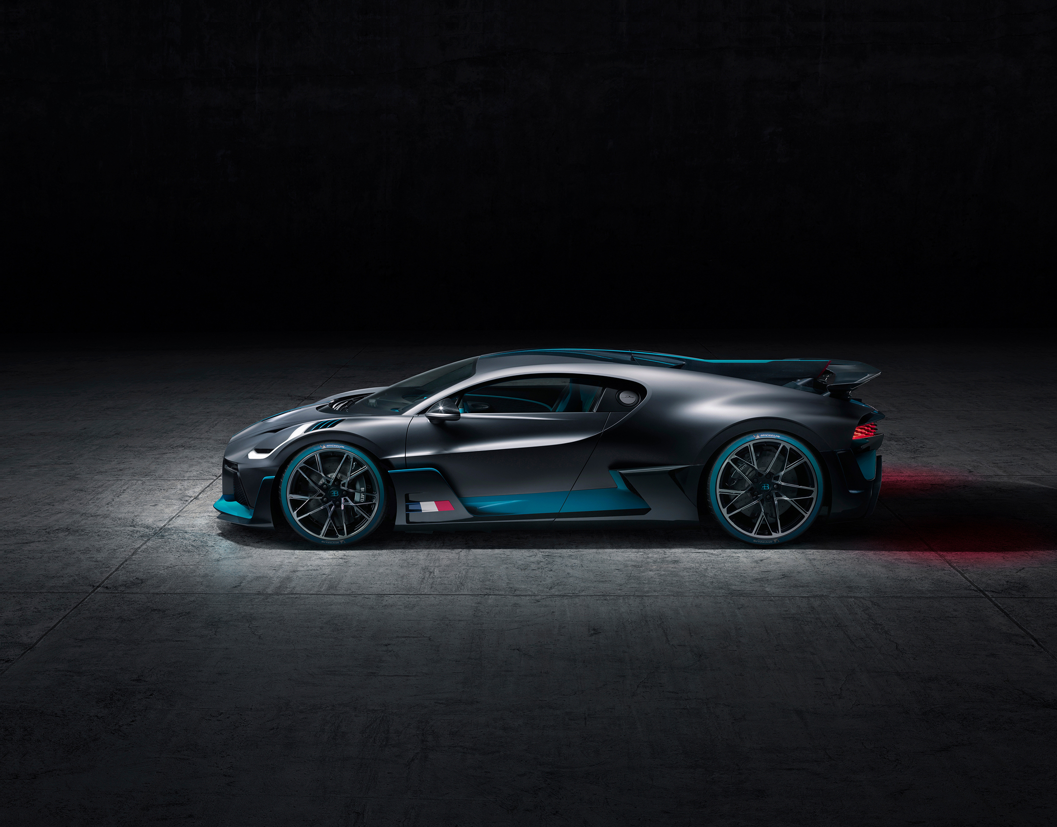Bugatti Divo - 2018 - top - side-face / profil