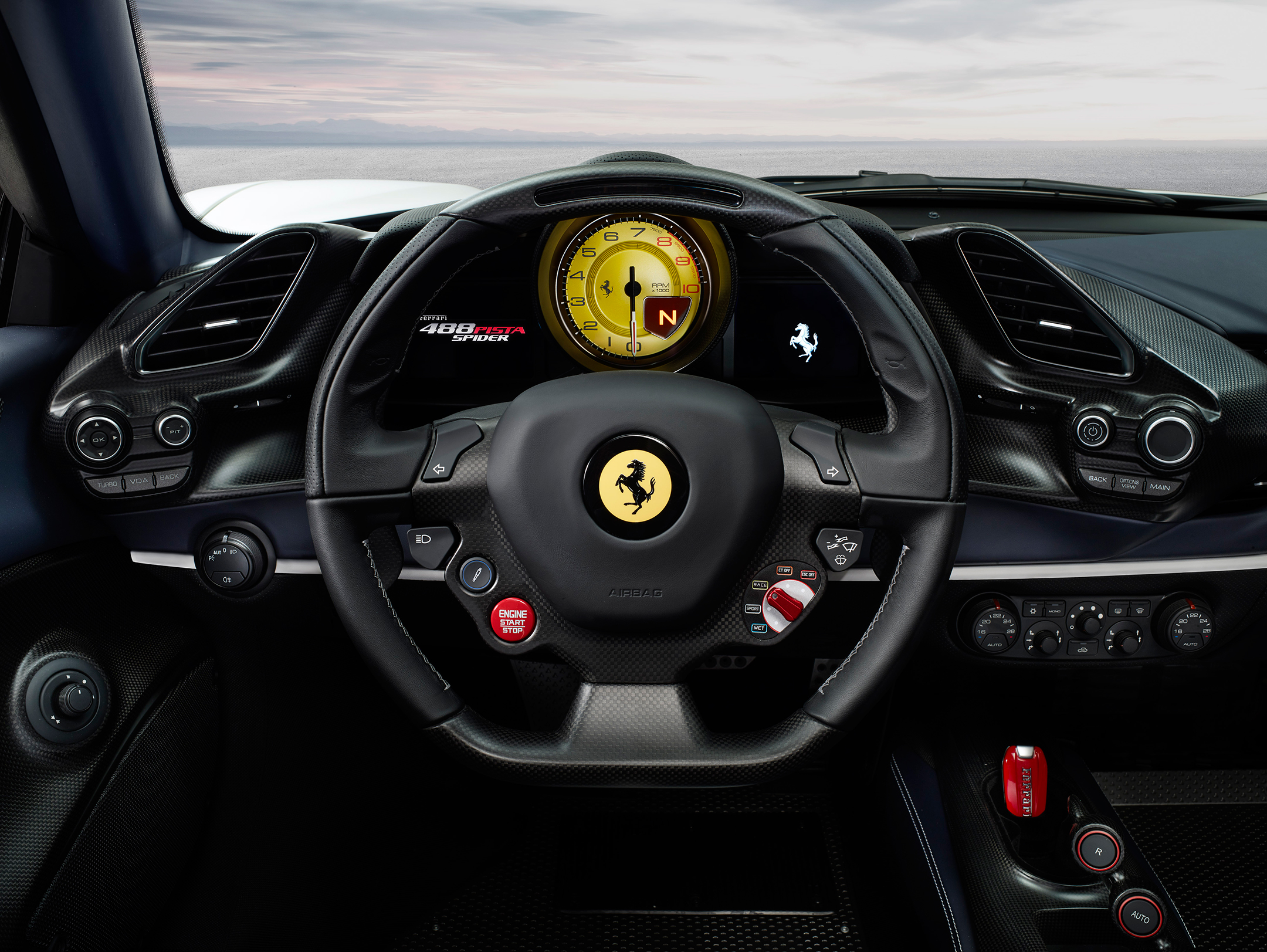 Ferrari 488 Pista Spider - 2018 - driving wheel / volant - dashboard / tableau de bord