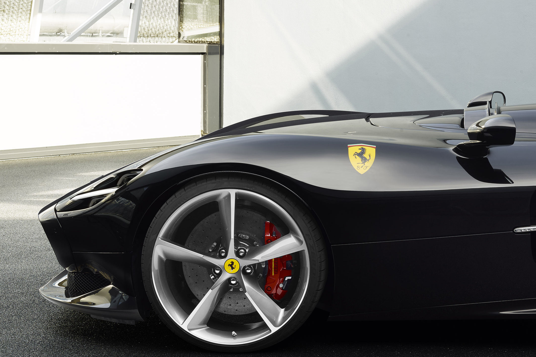 Ferrari Monza SP2 - racing barchetta - 2018 - front wheel / jante avant