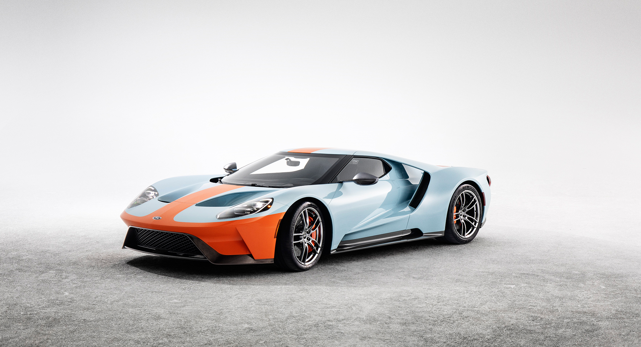 Ford GT Heritage Edition Gulf - 2018 - front side-face / profil avant