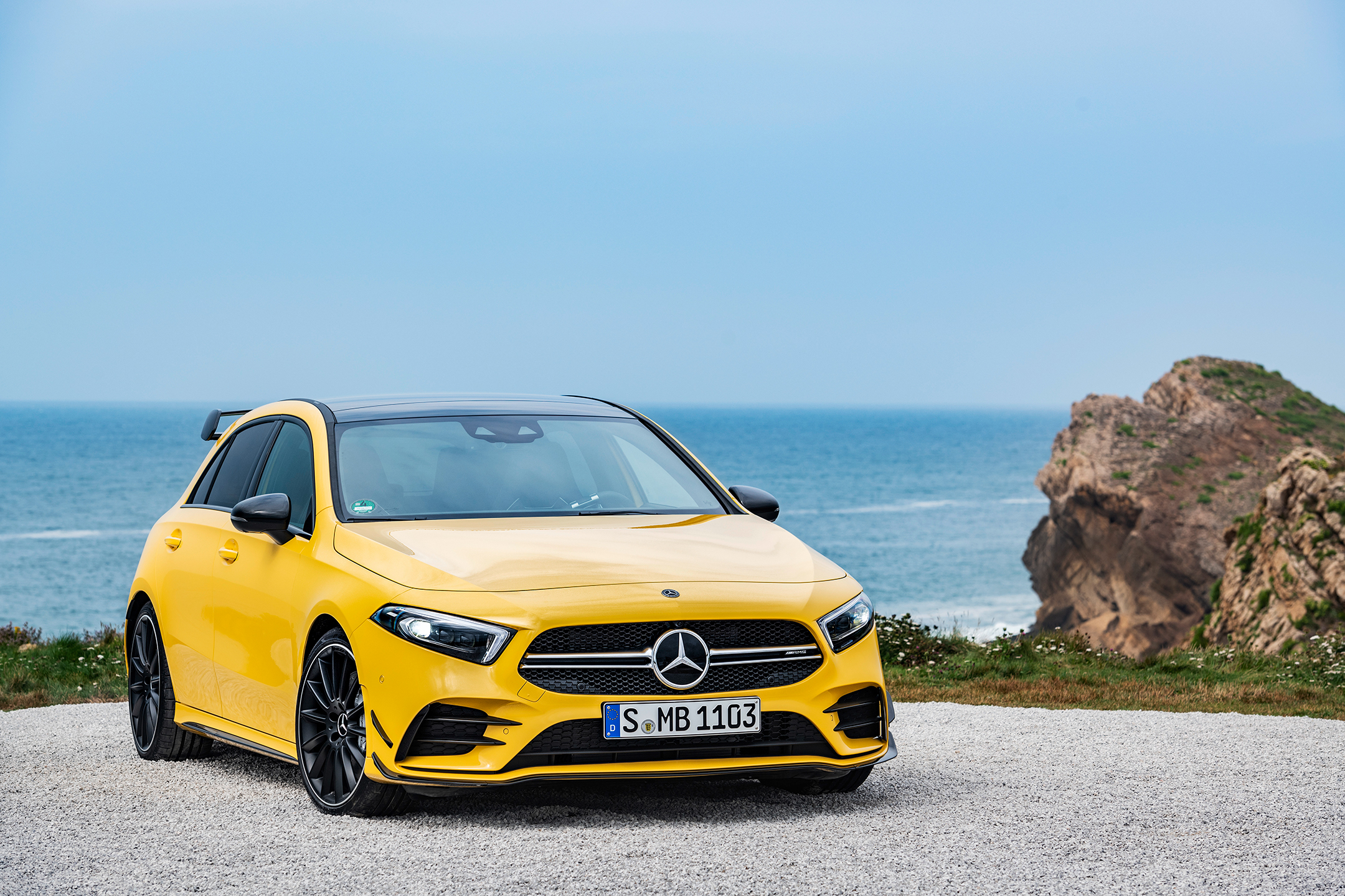 Mercedes-AMG A35 4MATIC - 2018 - front side-face / profil avant