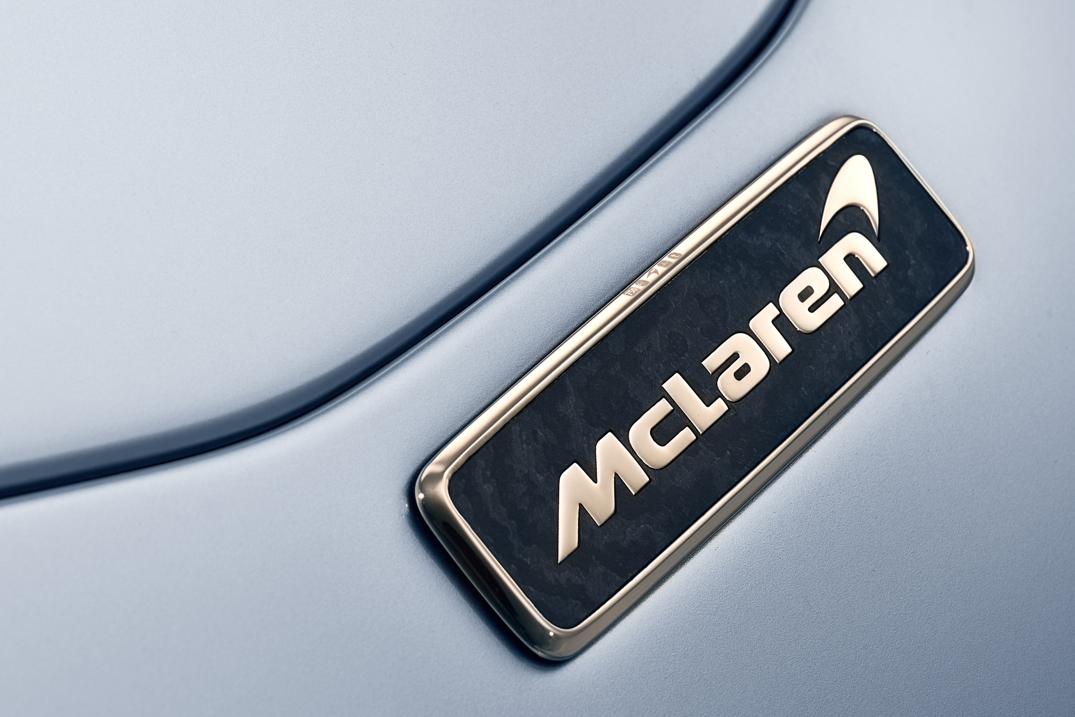 McLaren Speedtail - 2018 - logo badge - zoom