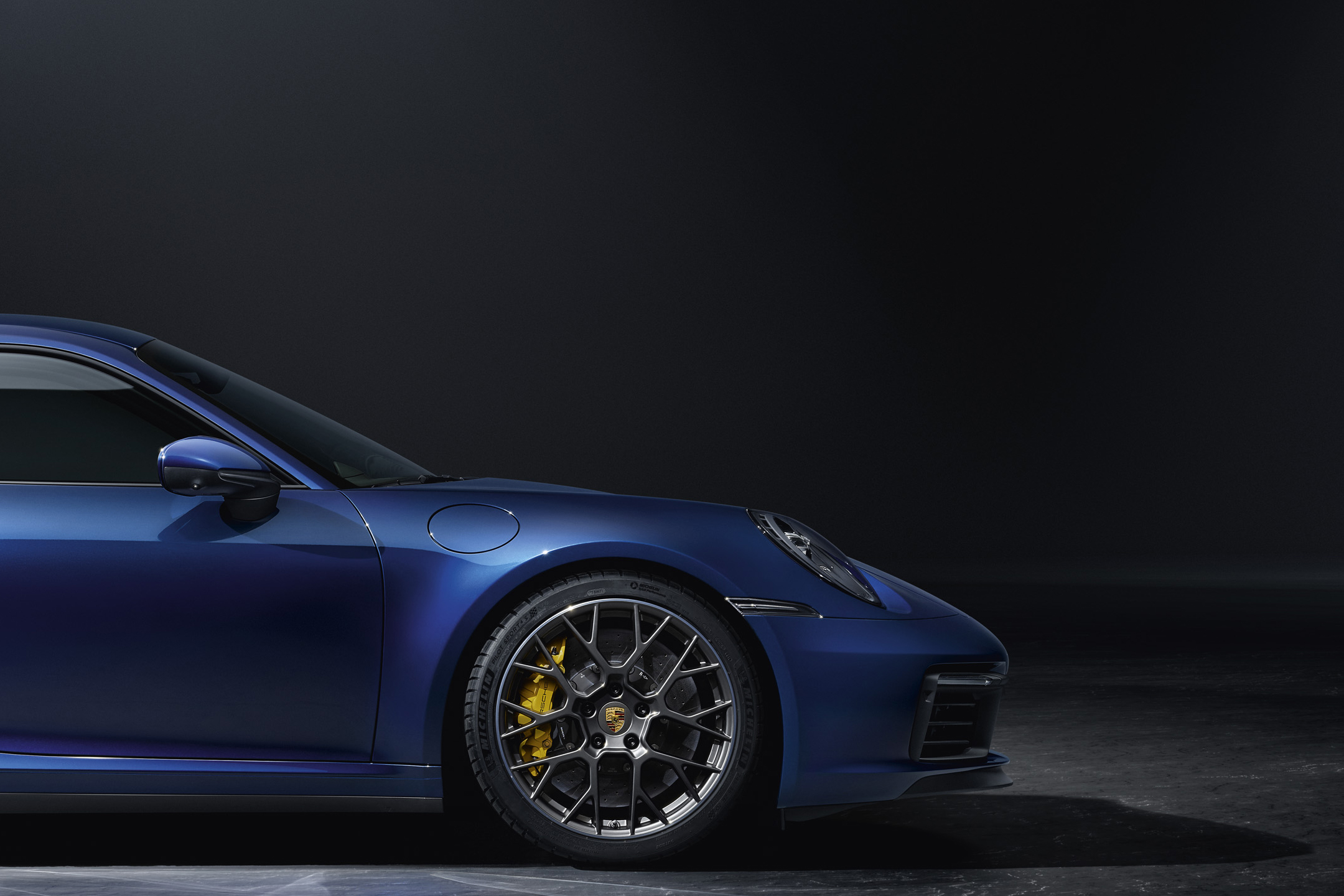 Porsche 911 type 992 Carrera 4S - 2018 - front wheel