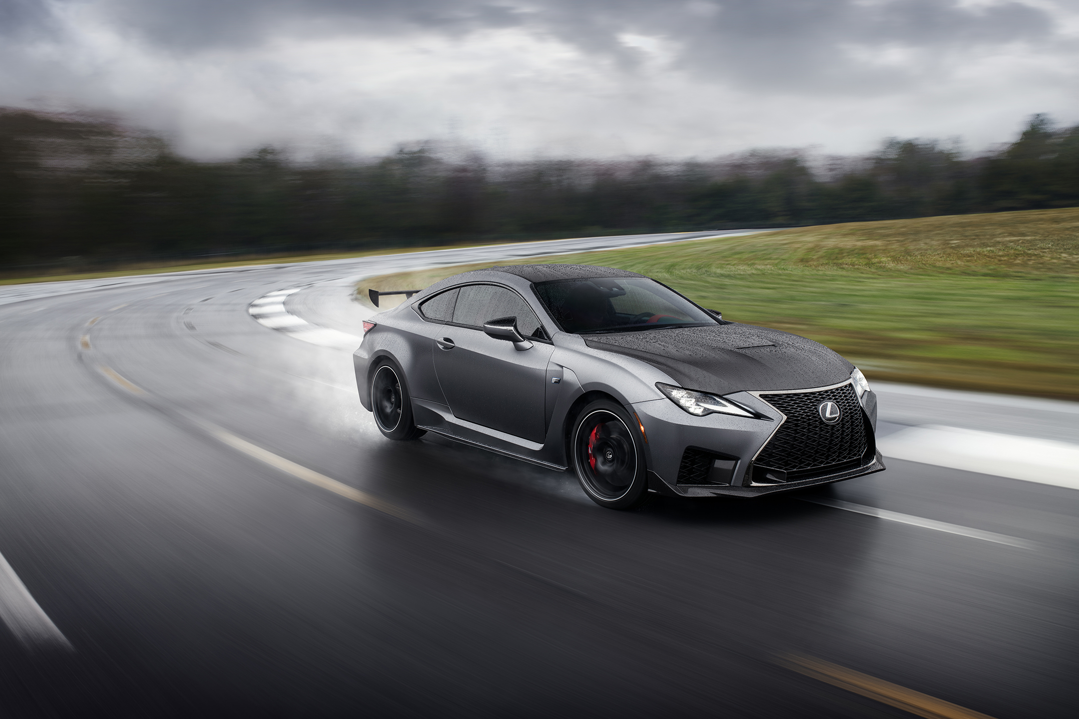 Lexus RC F Track Edition 2019 - front side-face / profil avant