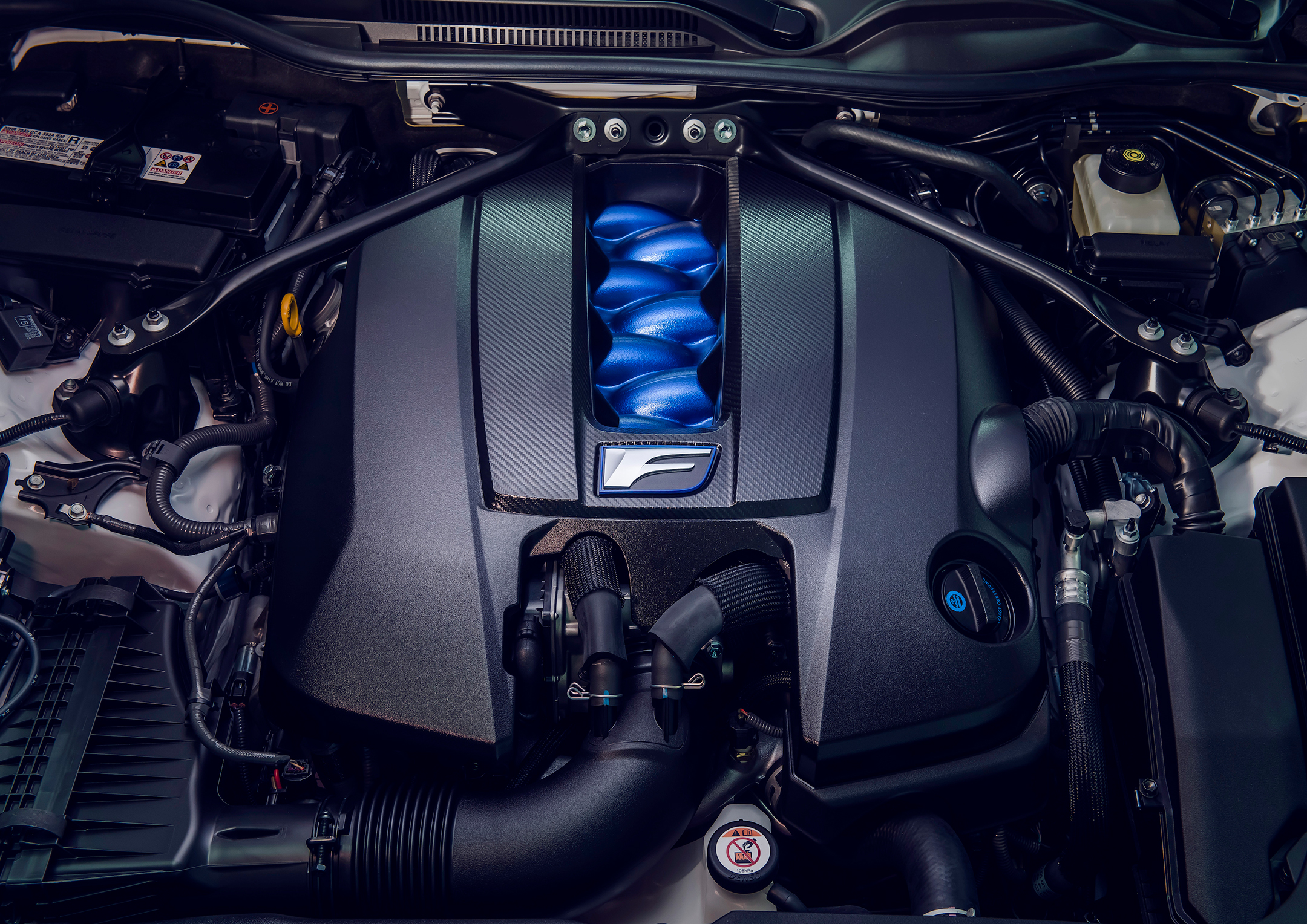 Lexus RC F Track Edition - 2019 - under the hood - V8 - engine / moteur