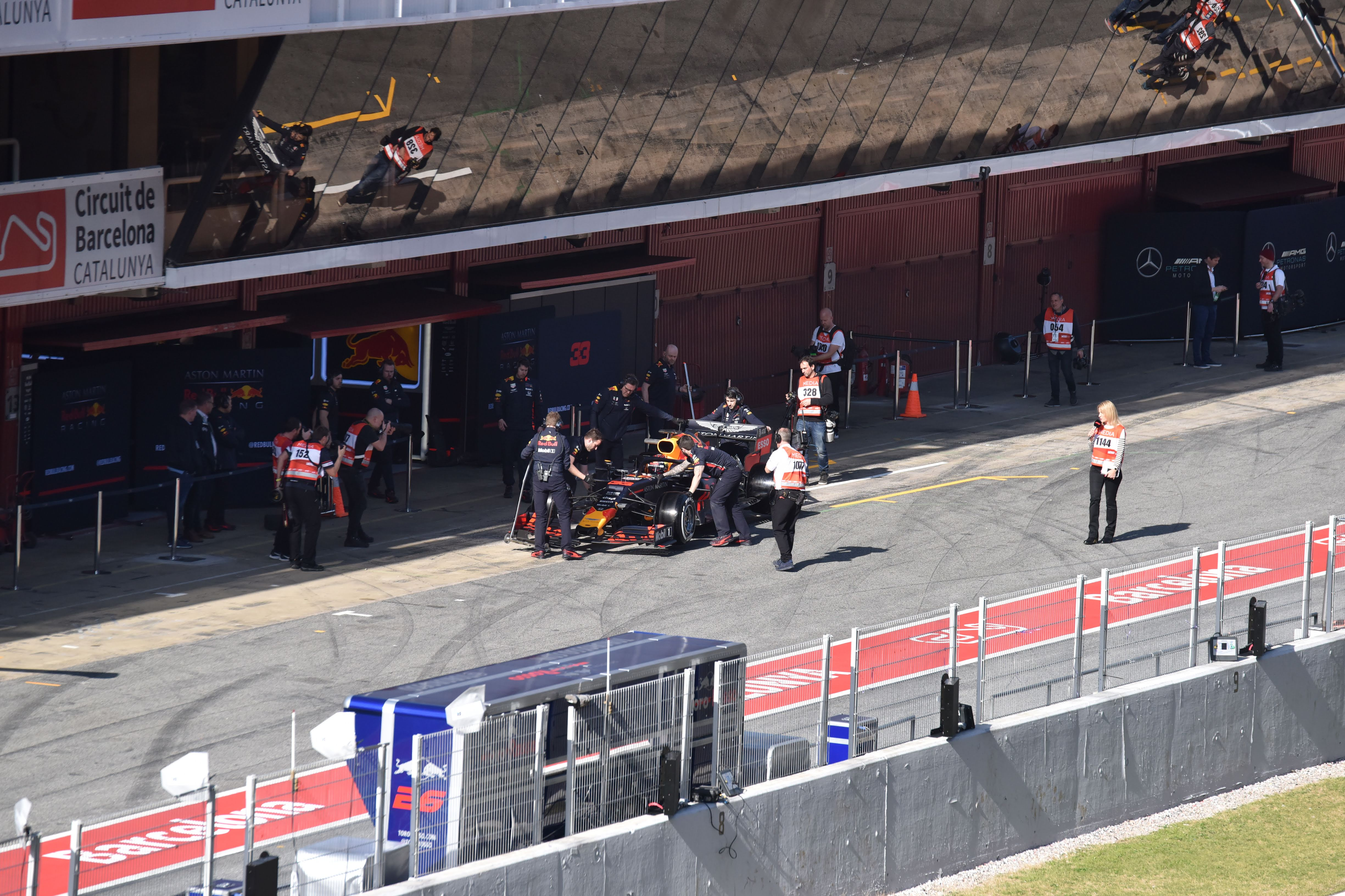 Aston Martin Red Bull Racing RB15 - pitlane - F1 Testing - 2019 - photo by Jacques Denis - Team DESIGNMOTEUR