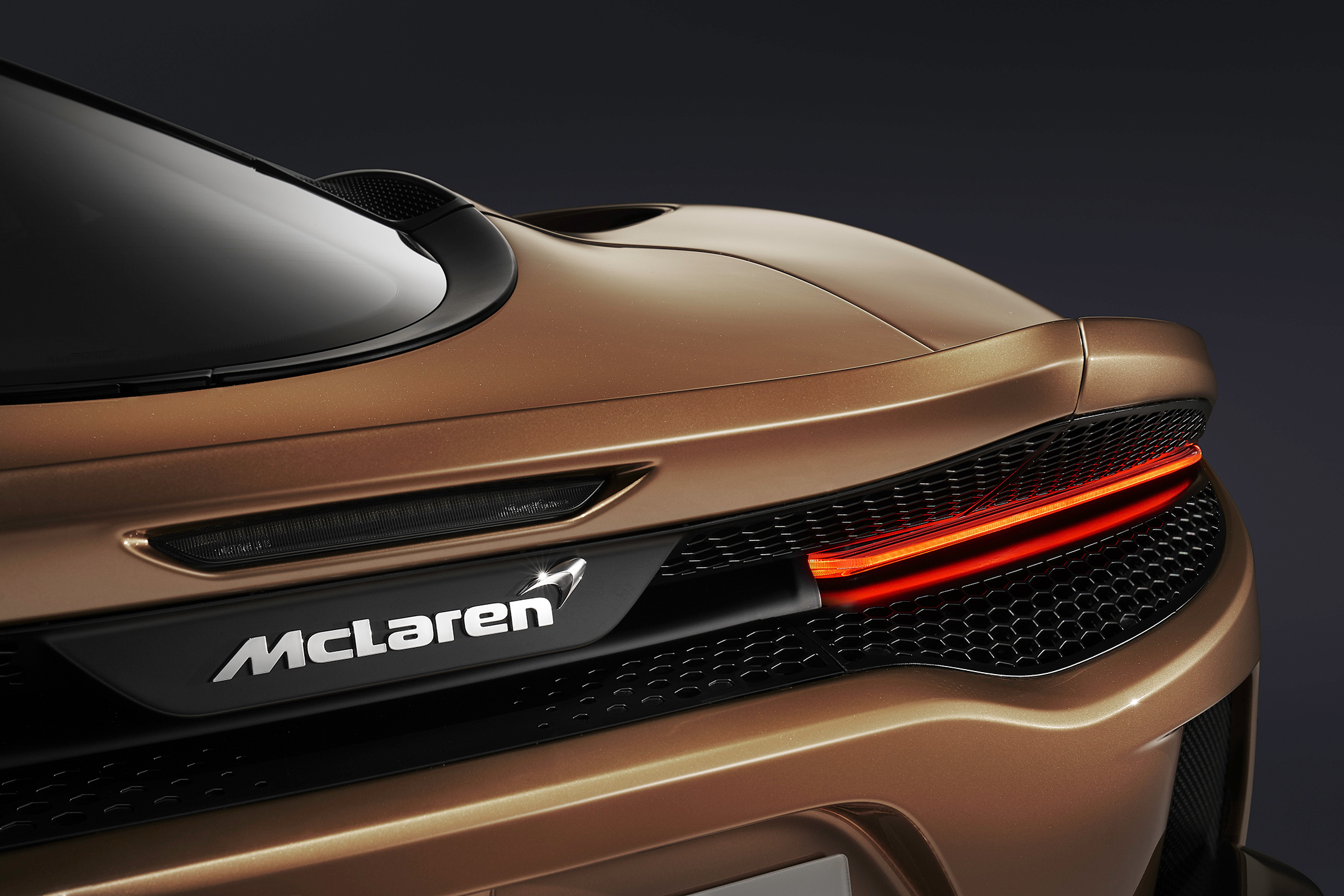 McLaren GT - 2019 - rear light