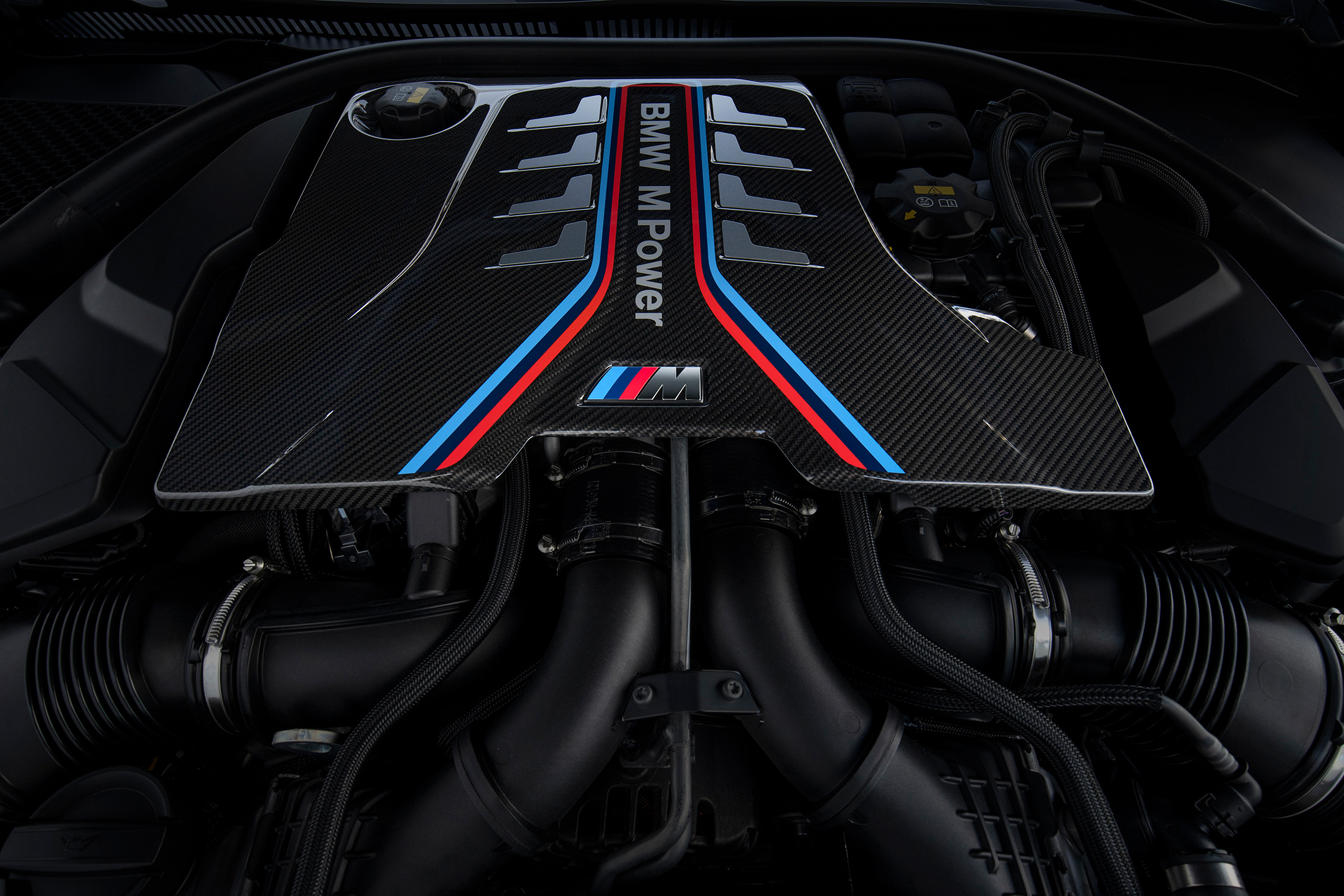 BMW M8 Competition Coupe - 2019 - under the hood - 4.4L V8 - engine / moteur