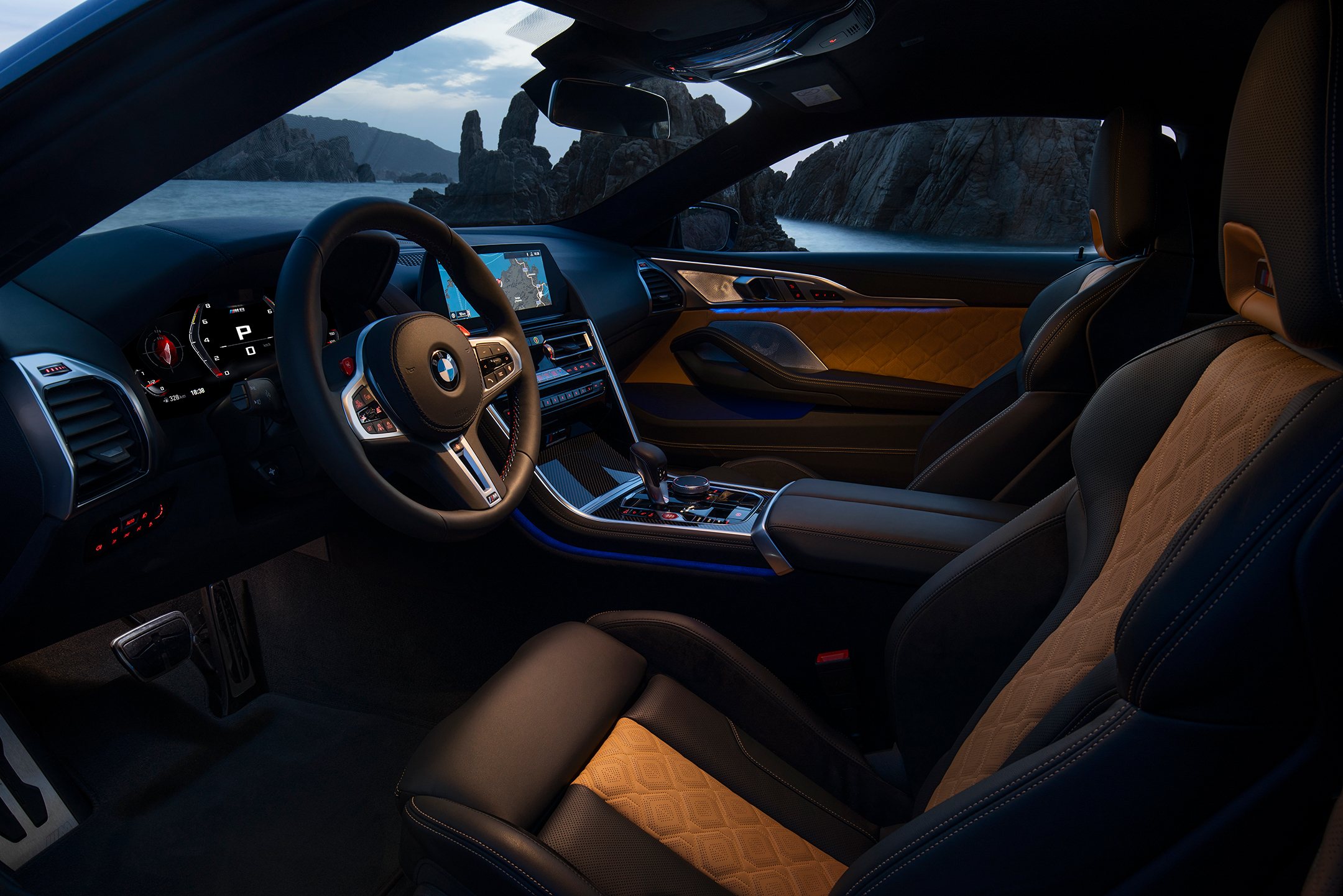 BMW M8 Competition Coupe - 2019 - interior / intérieur - dark n light