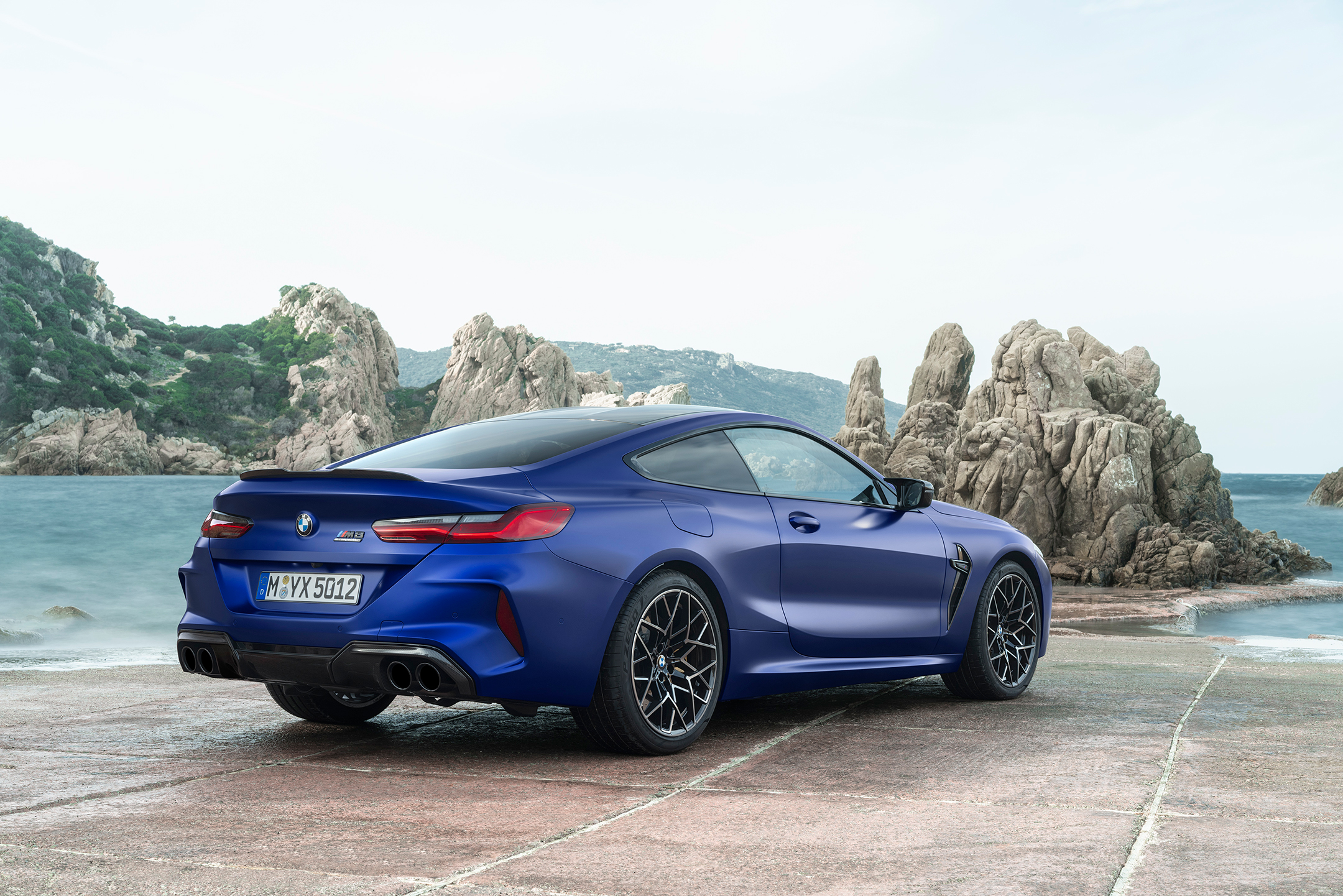 BMW M8 Competition Coupe - 2019 - rear side-face / profil arrière