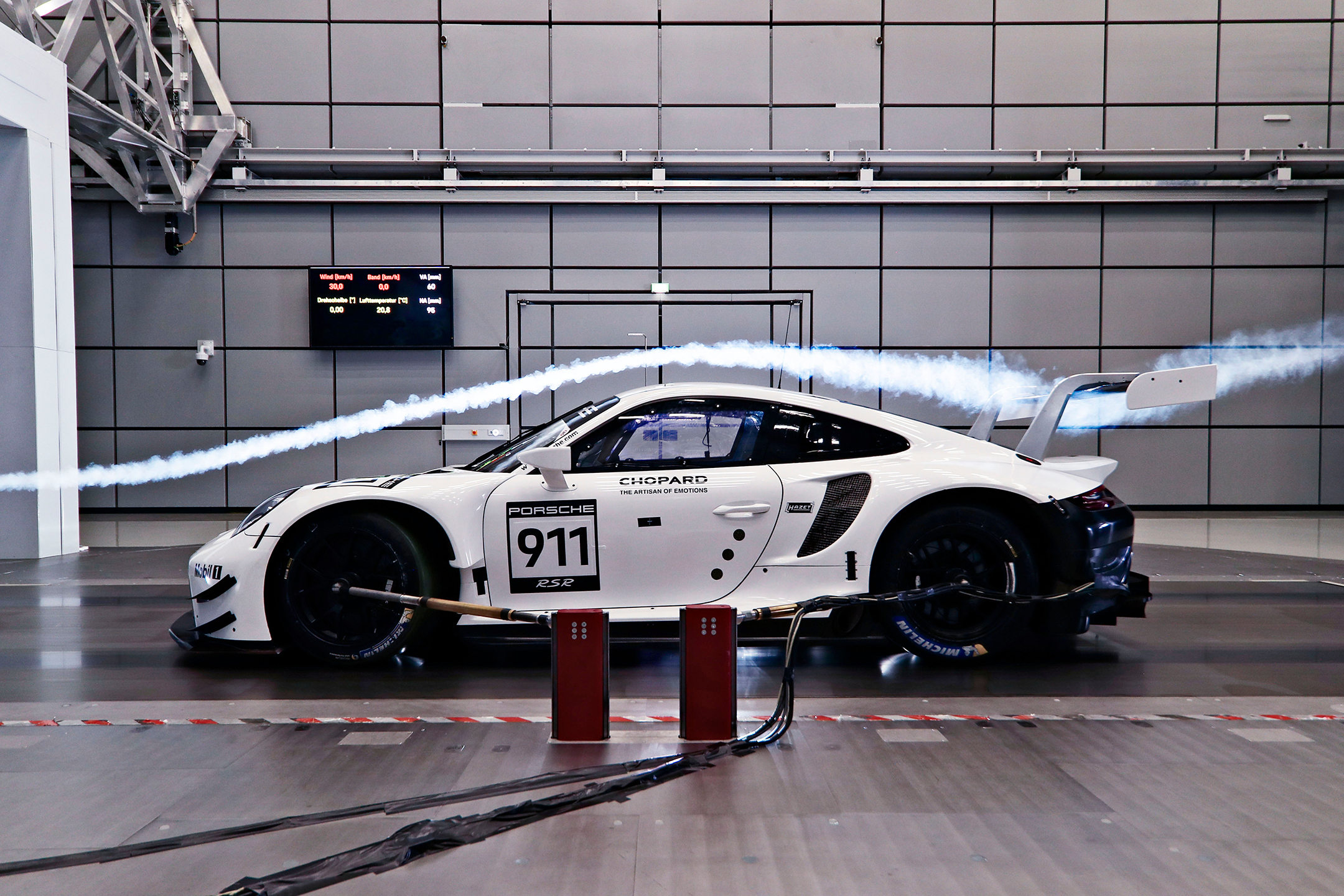 Porsche 911 RSR-19 - 2019 - side-face - work in progress - aero testing - light - wind tunnel / soufflerie