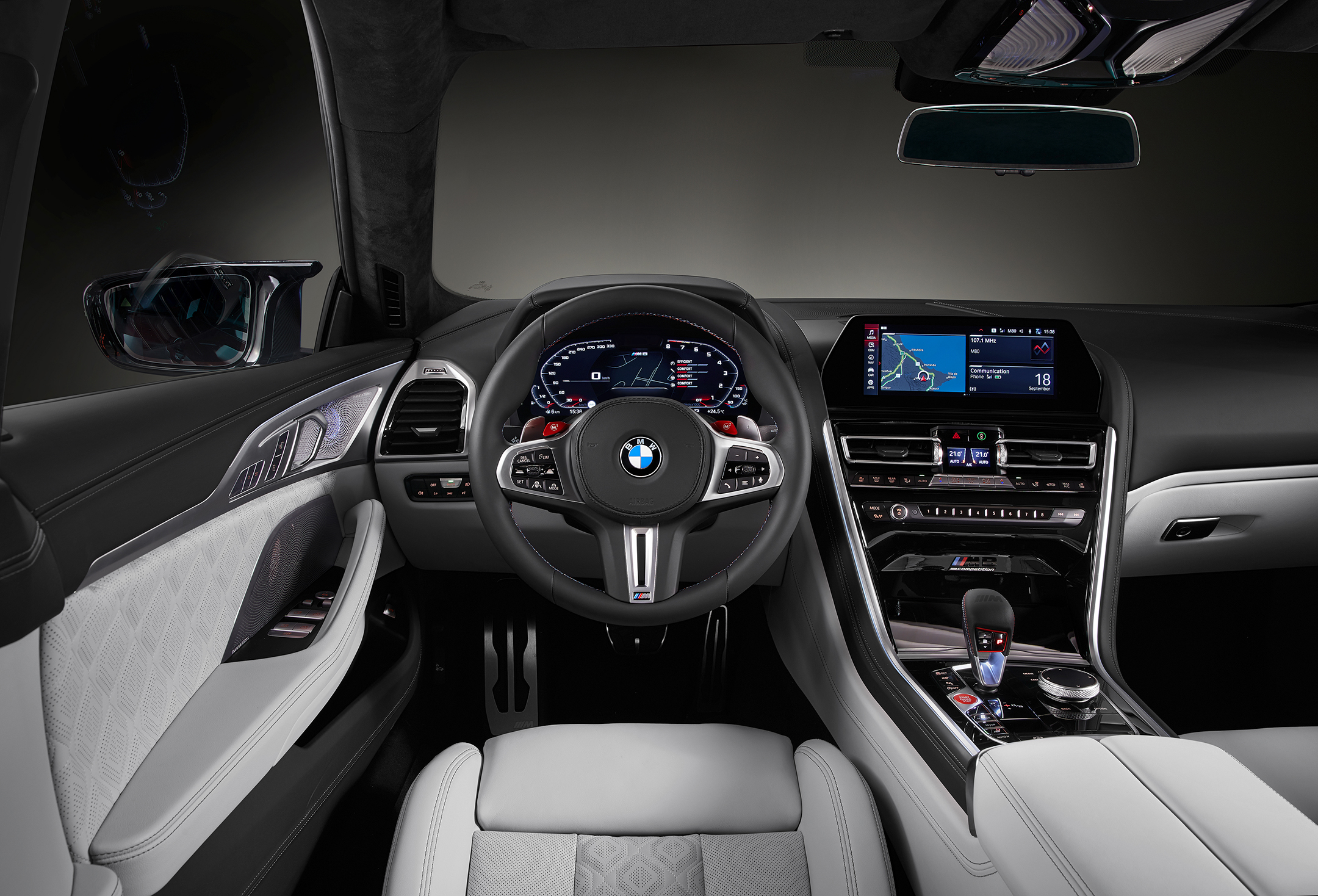 BMW M8 Competition Gran Coupé - 2019 - steering wheel / volant