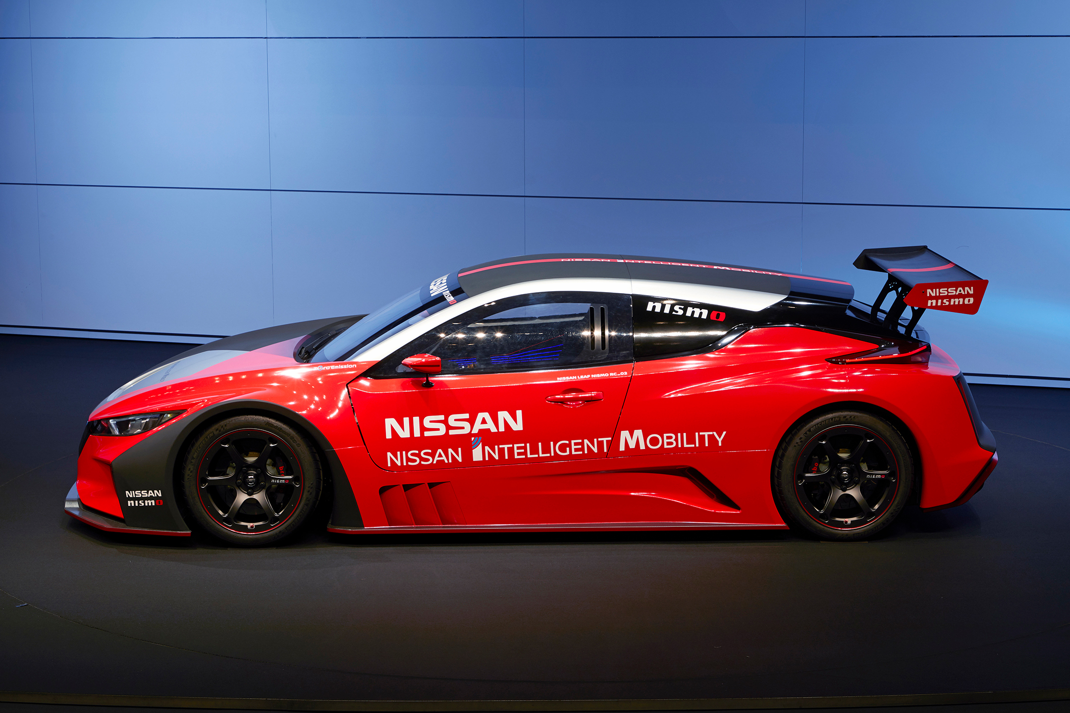 Nissan LEAF NISMO RC - 2019 - side-face / profil - red / rouge