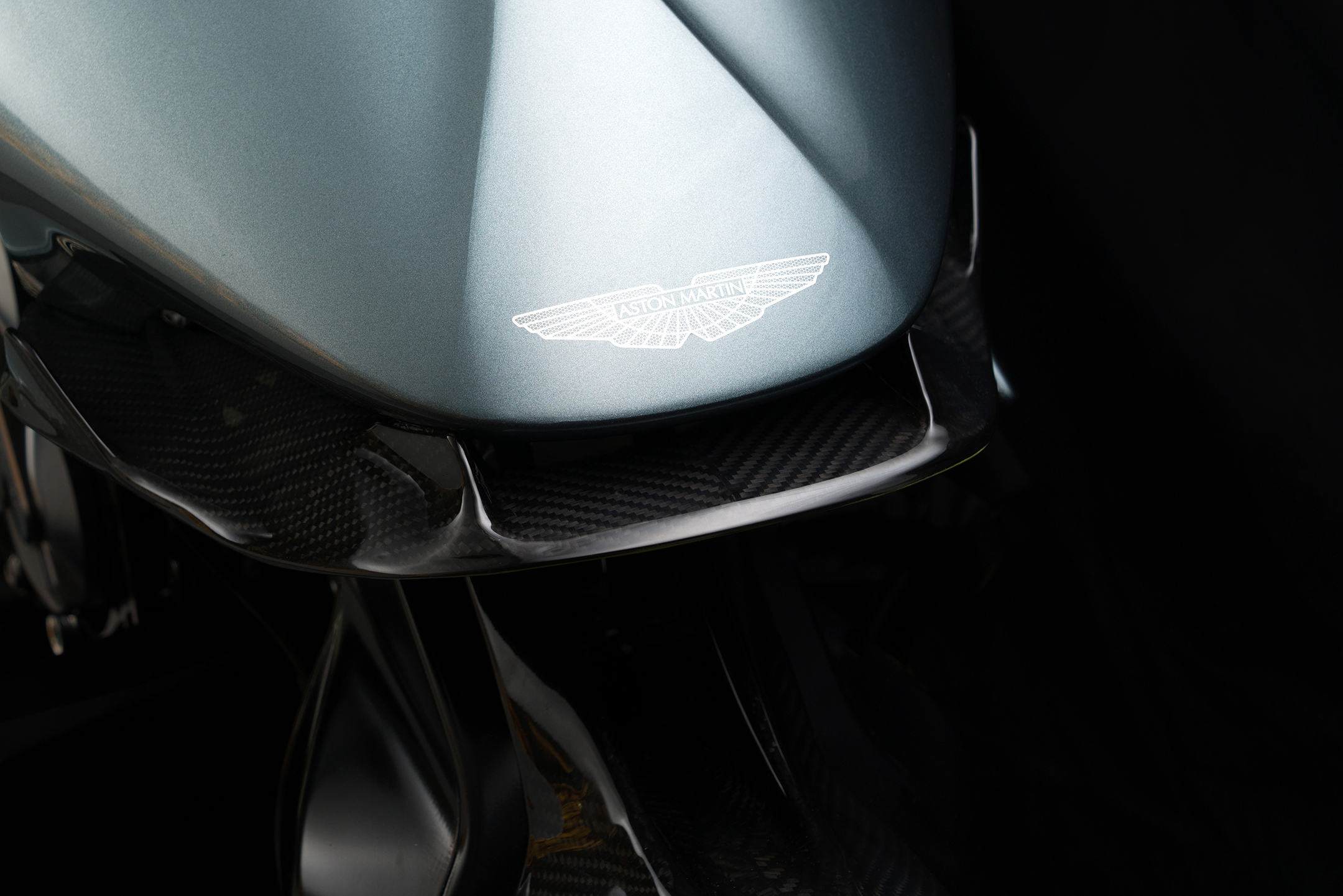 AMB 001 - Aston Martin & Brough Superior - 2019 - logo Wings