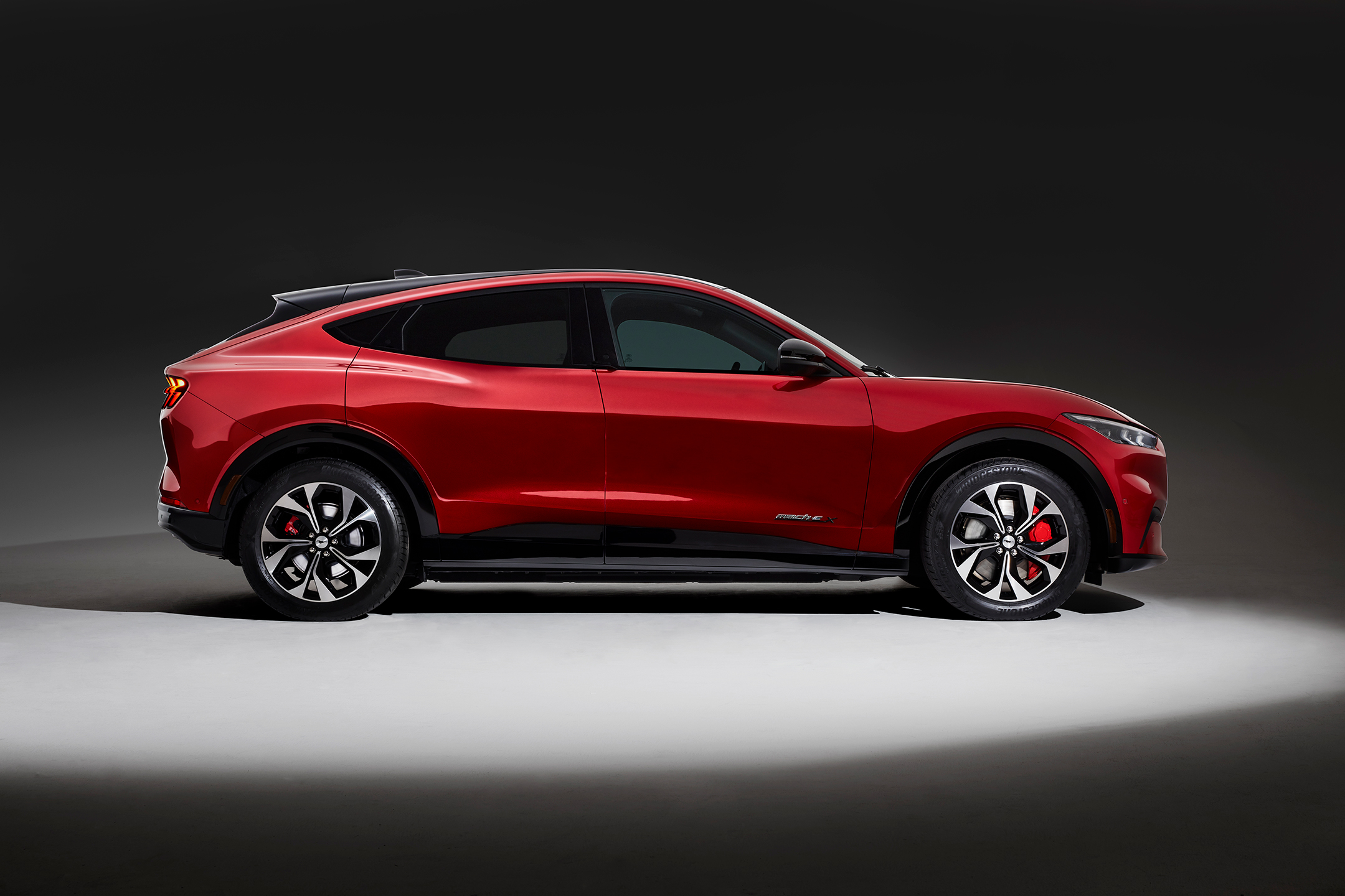 Ford Mustang Mach-E - 2019 - side-face / profil