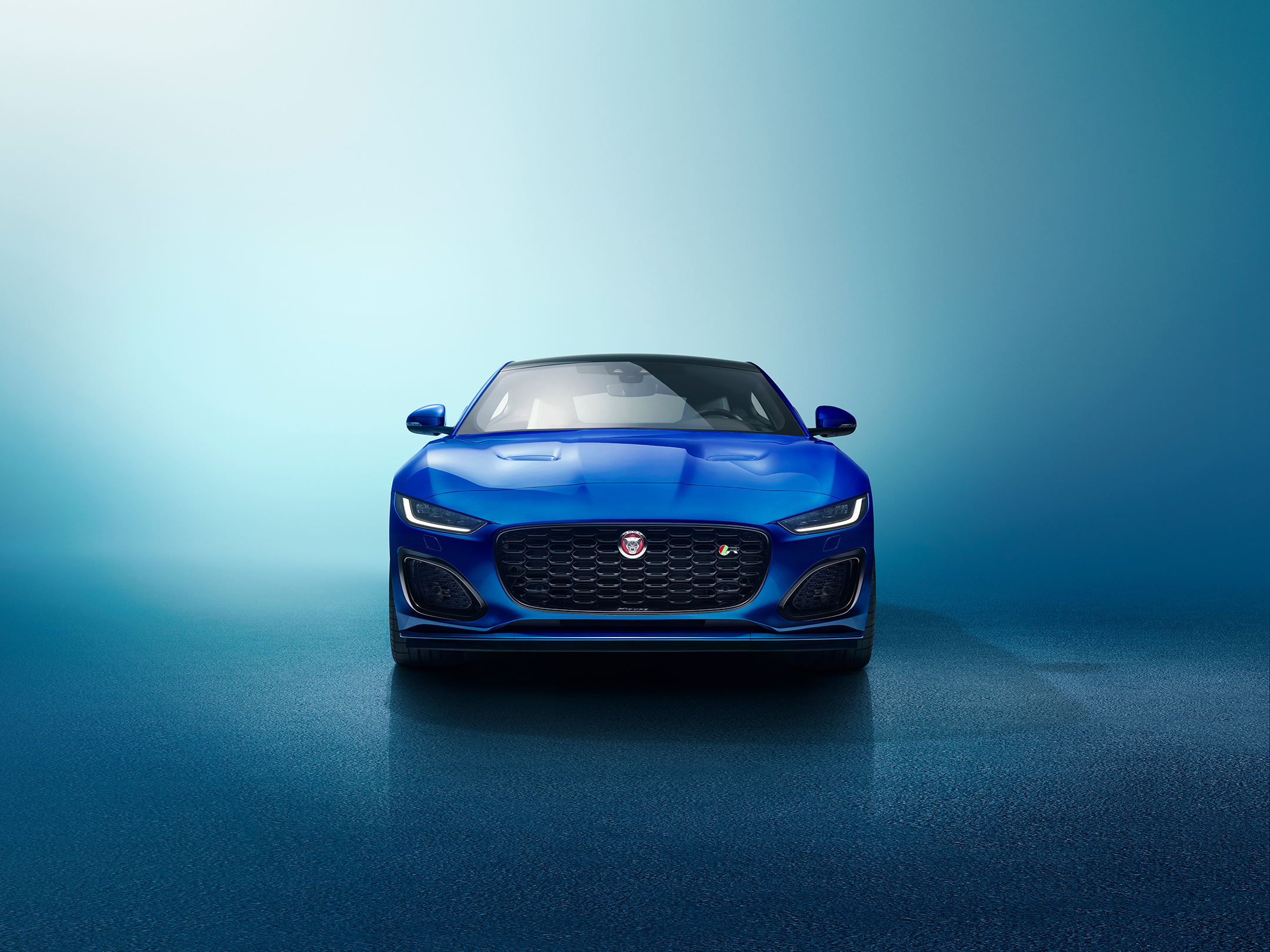 Jaguar F-TYPE - 2019 - top view - front face / face avant