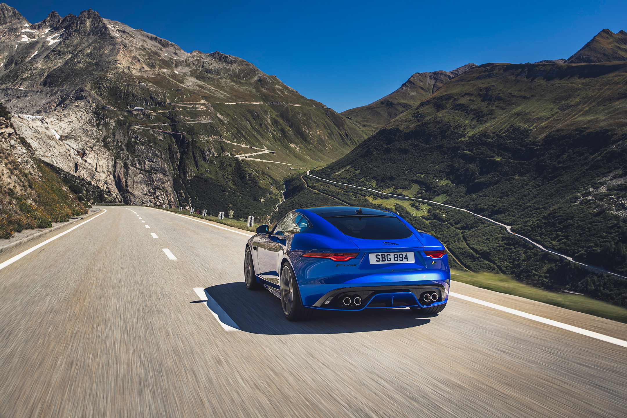 Jaguar F-TYPE - 2019 - rear side-face / profil arrière - on road / sur route