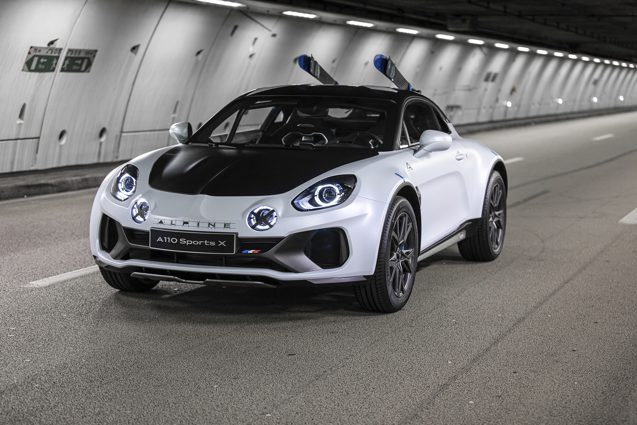 Alpine A110 SportsX - 2020 - front side-face / profil avant - pause photo