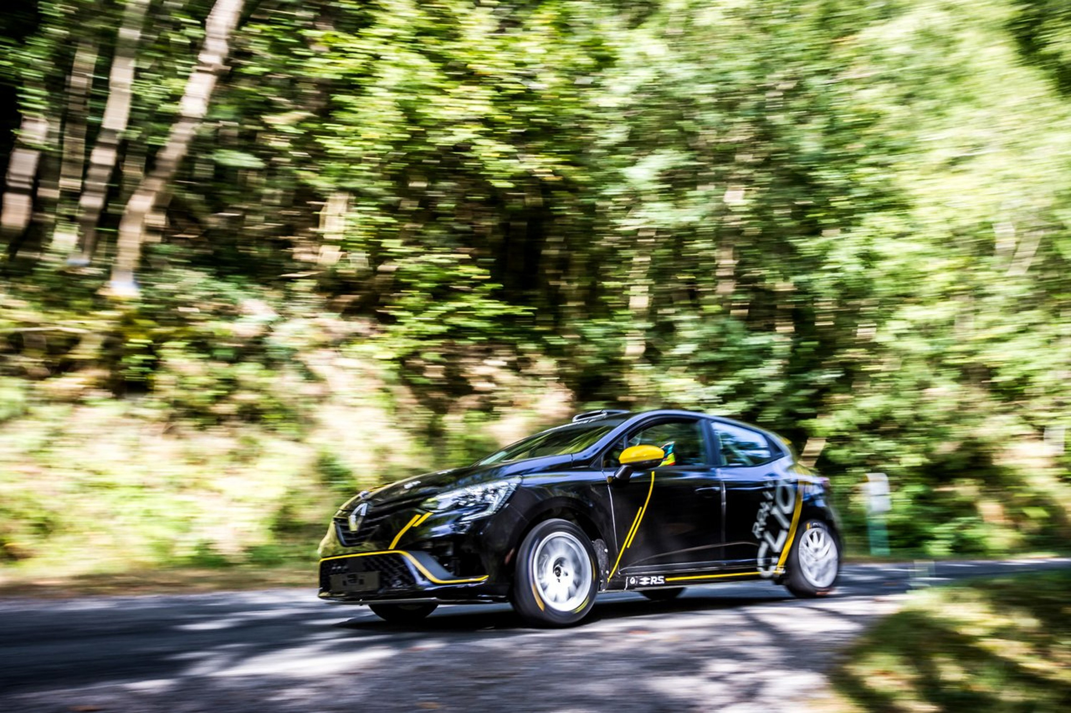 Renault Clio Rally - 2020 - front side-face speed