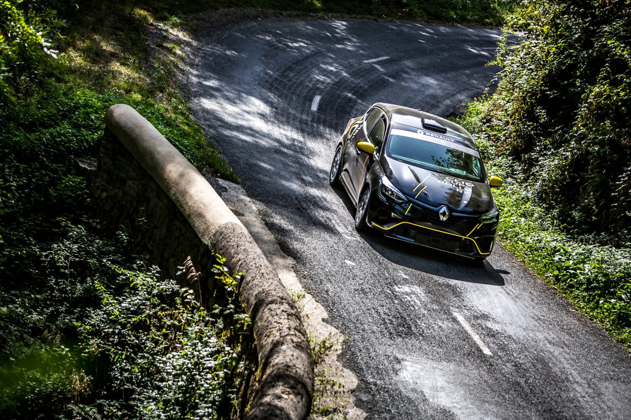 Renault Clio Rally - 2020 - top view - on road / sur route