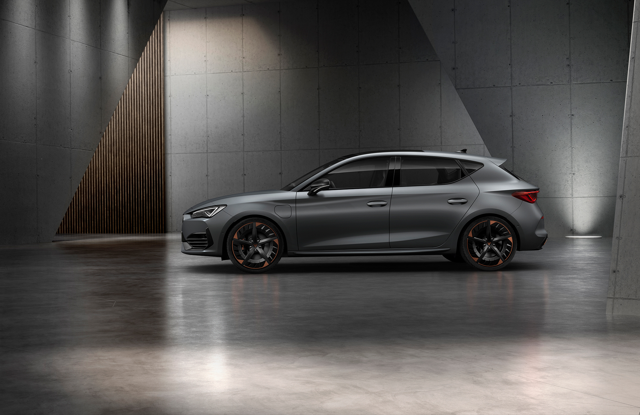 CUPRA Leon - 2020 - side-face / profil