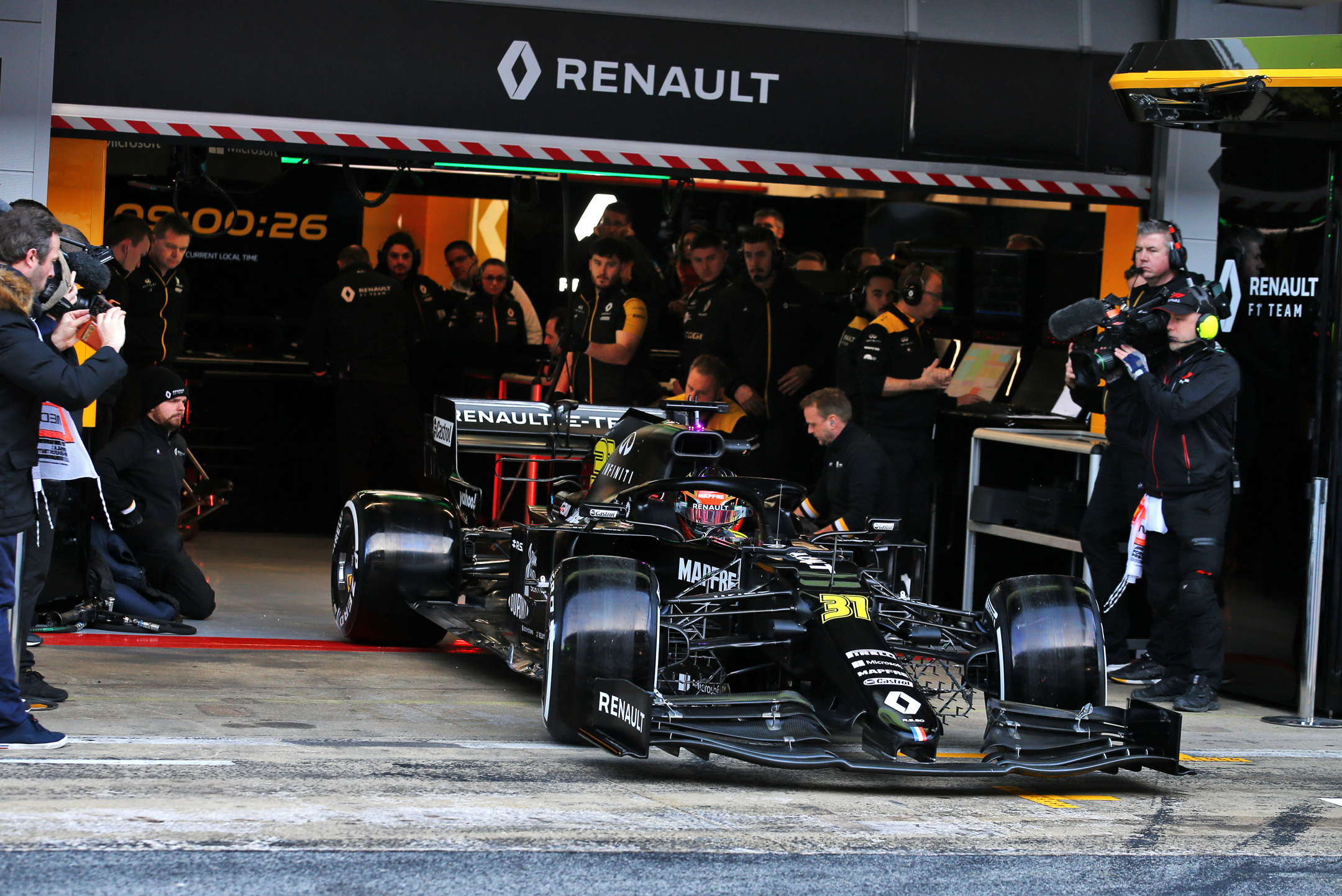 F1 - Renault F1 Team - R.S. 20 - 2020 - pitlane to track - Testing livery - official photo