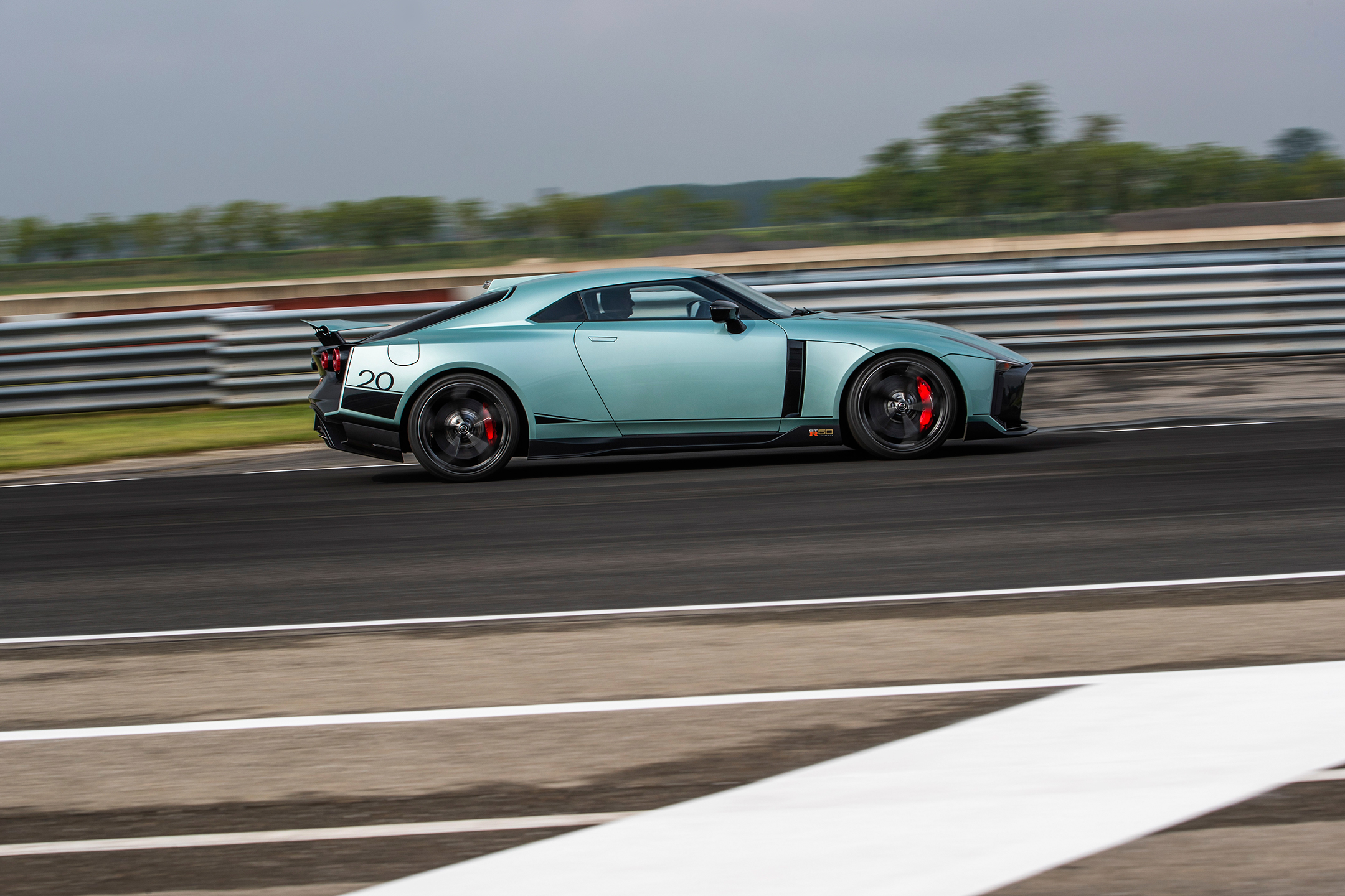 Nissan GT-R50 by Italdesign - 2020 - side-face / profil - on track / sur circuit