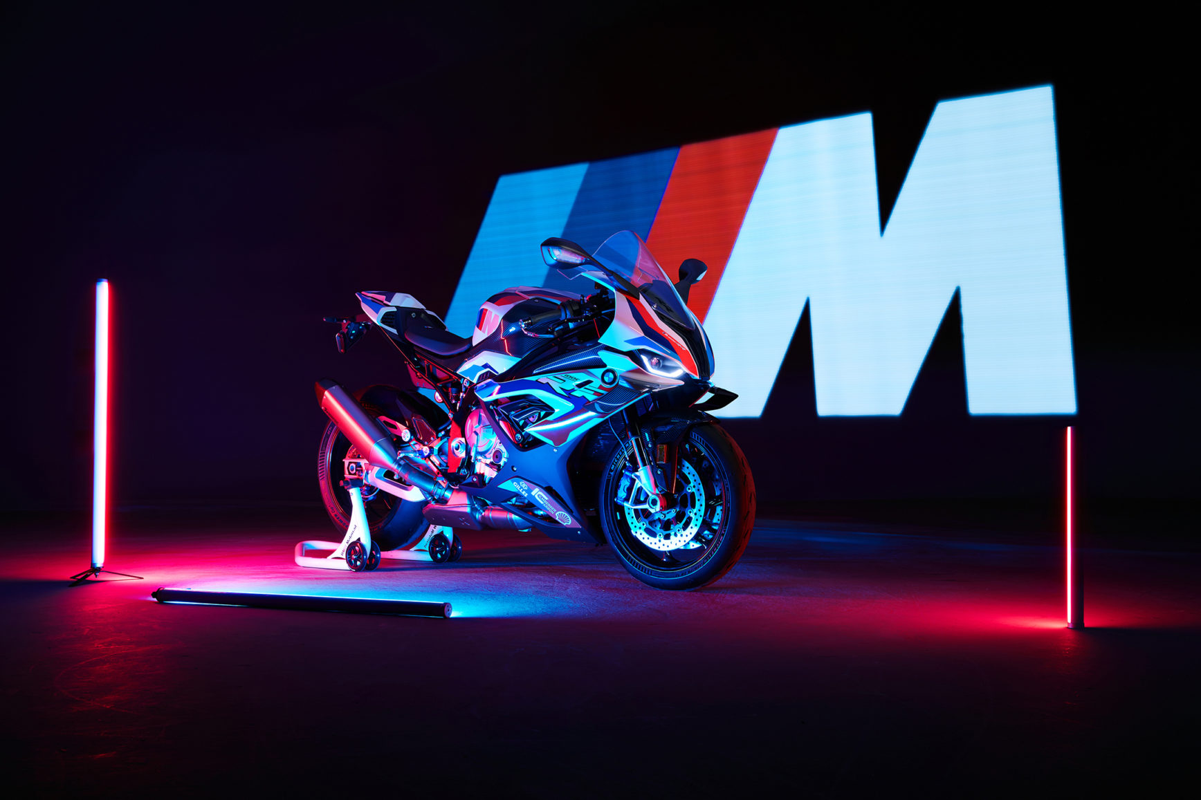 BMW M 1000 RR - 2020 - reveal photo studio