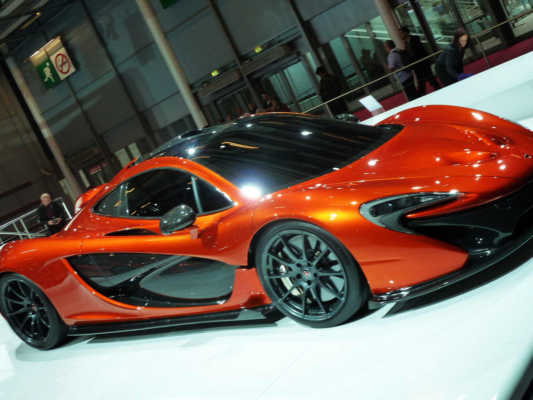 McLaren-P1-front-side-2012-Mondial-Automobile-photo-elj-dm