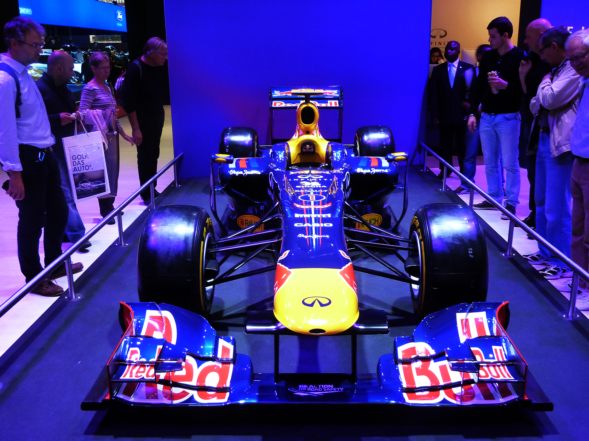 Red-Bull-Racing-F1-2011-front-face-stand-2012-Mondial-Automobile-photo-elj-dm