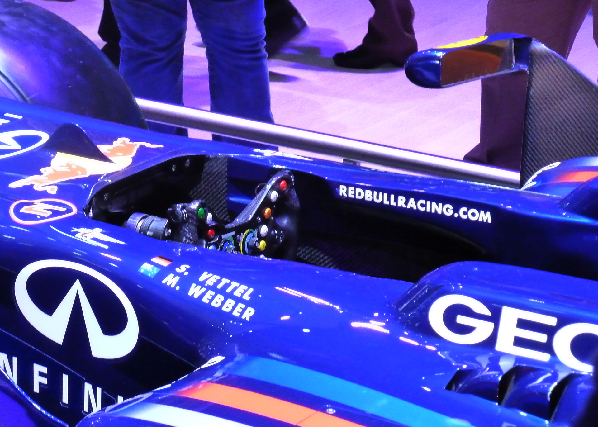 Red-Bull-Racing-F1-2011-racing-wheel-preview-stand-2012-Mondial-Automobile-photo-elj-dm