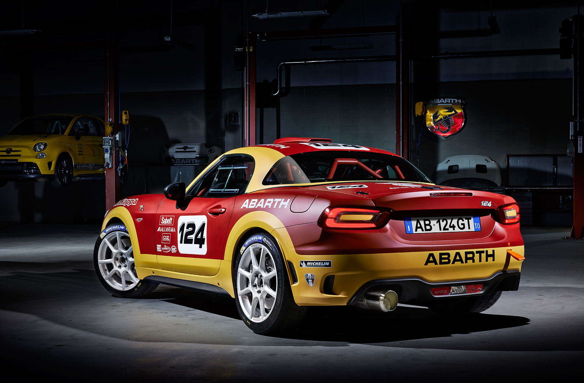 Abarth 124 rally - 2016 - profil arrière / rear side-face / posteriore