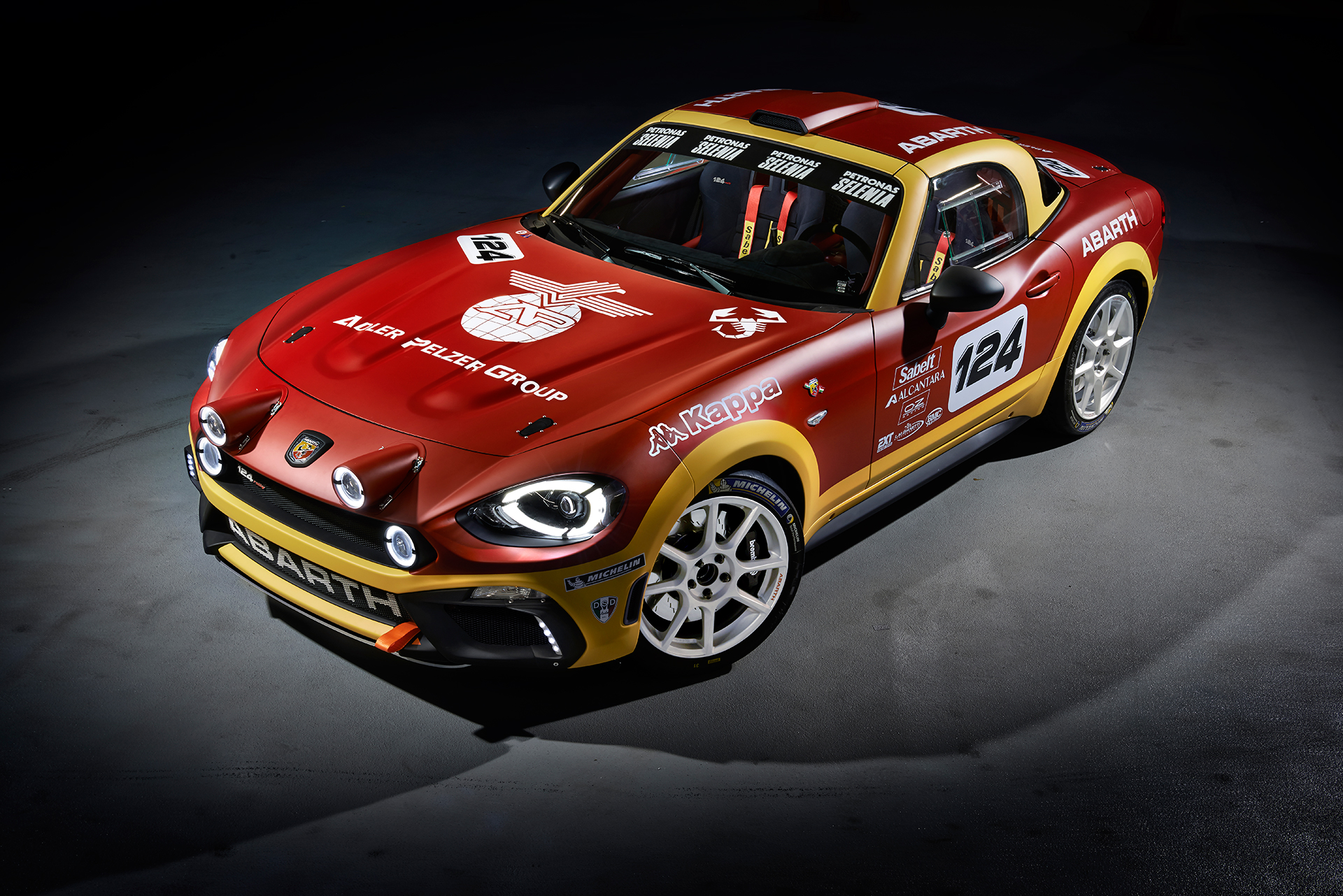 Abarth 124 rally - 2016 - profil avant / front side-face / profilo prima