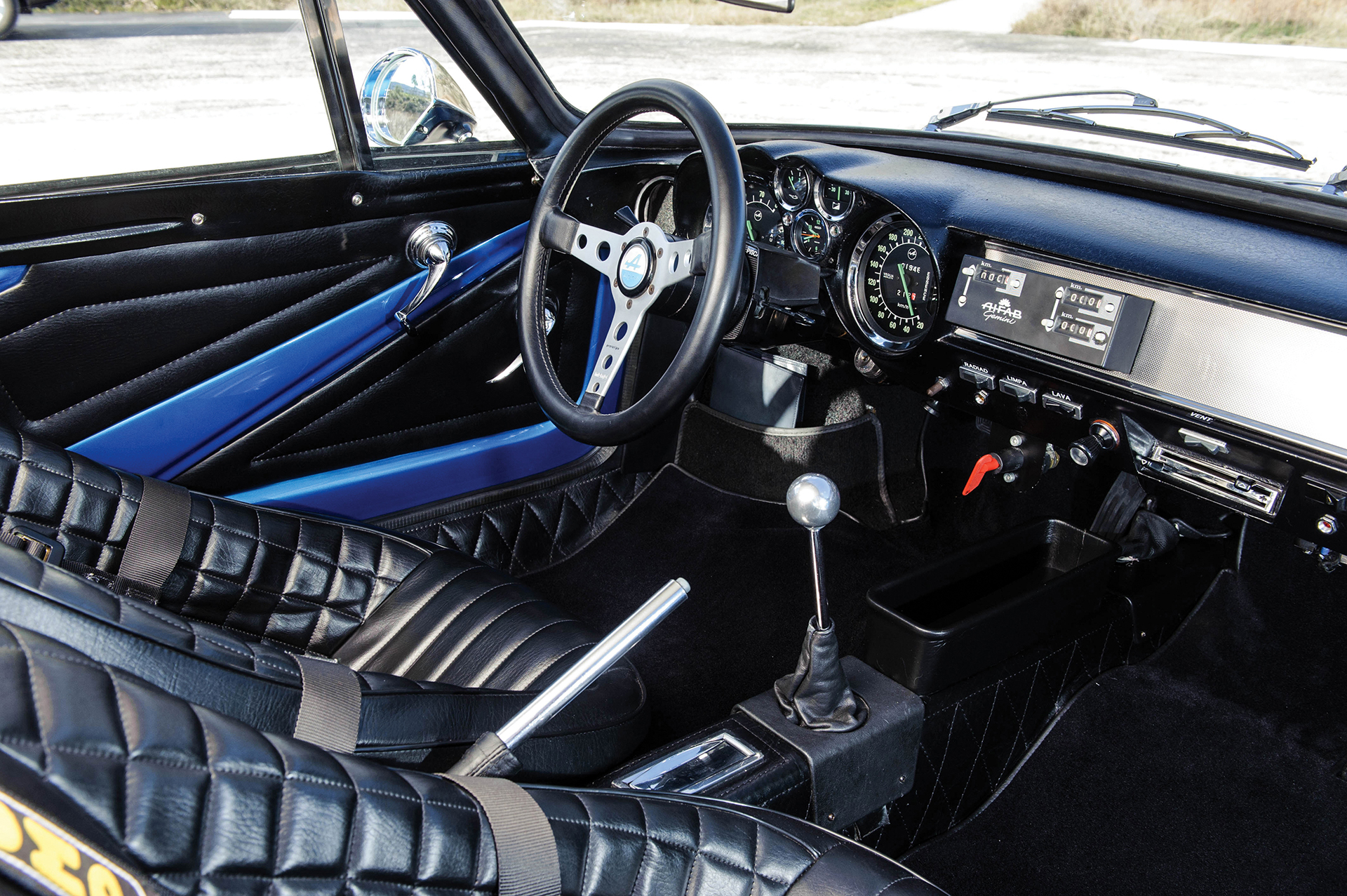 Alpine A110 1600S - volant / steering wheel - Photo Tom Wood 2015 Courtesy of RM Auctions