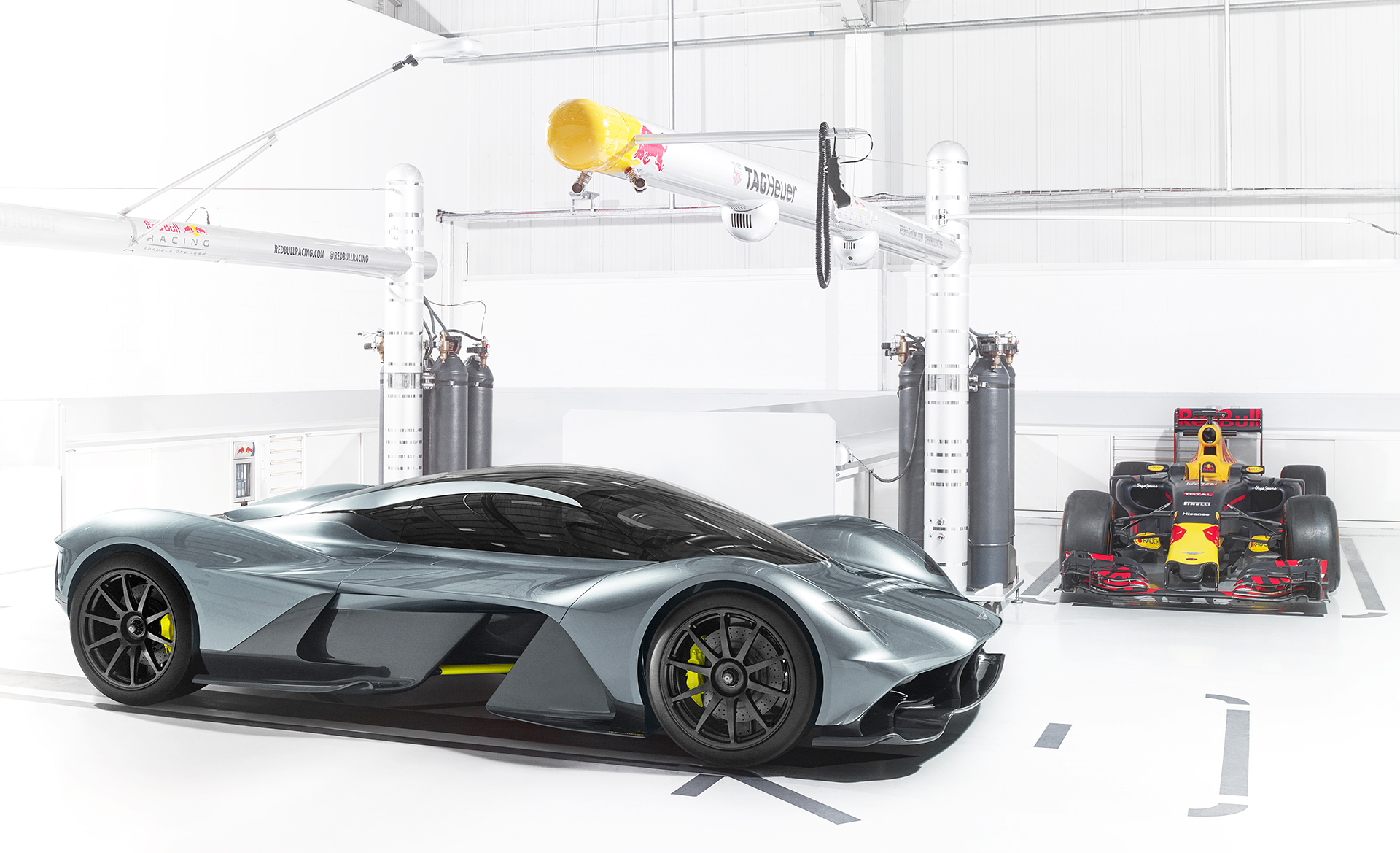 Aston Martin - Red Bull Racing - team up - AMRB001 - 2016 - front side-face - F1 RB Racing