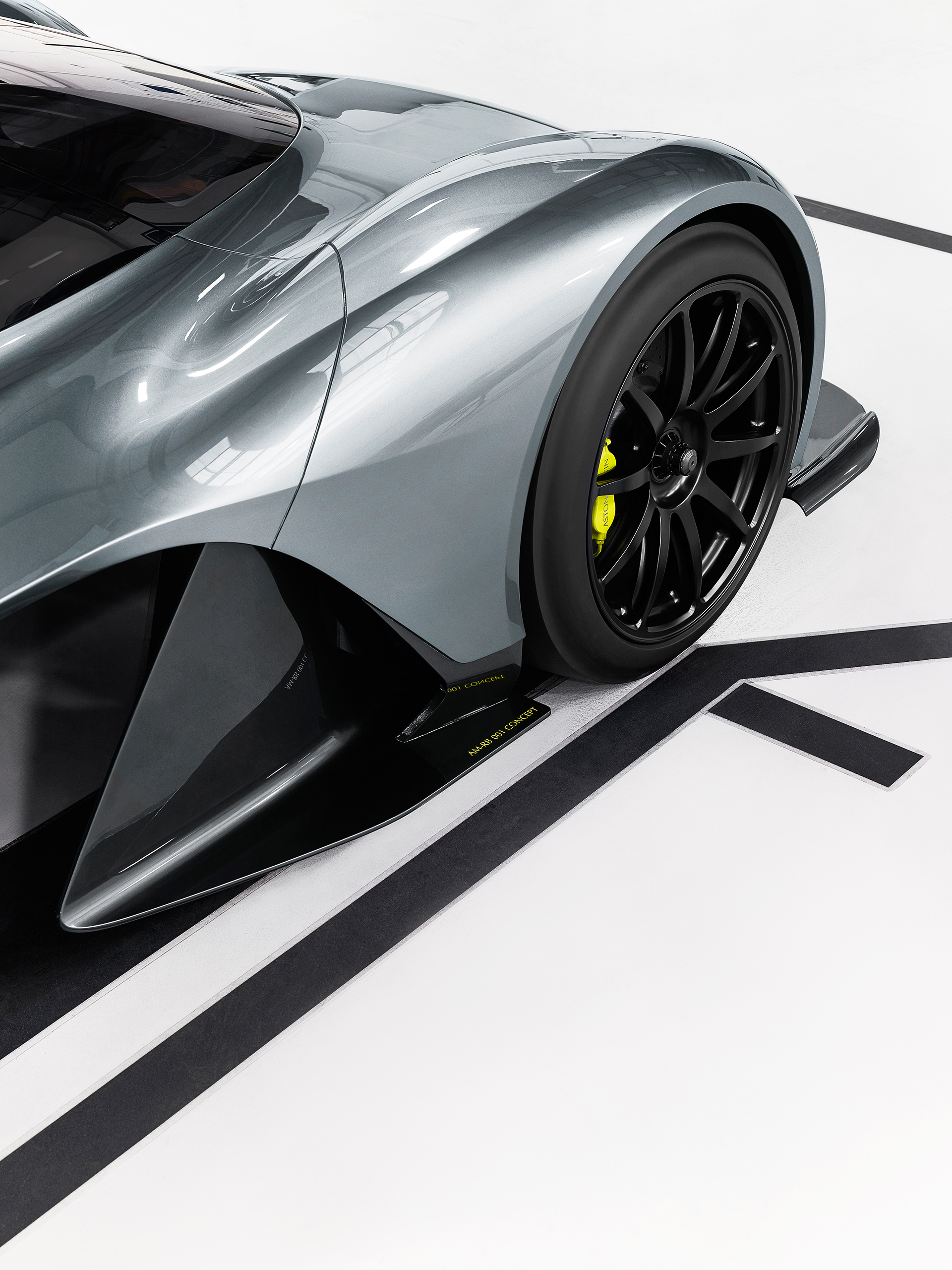 Aston Martin - Red Bull Racing - team up - AMRB001 - 2016 - side wheel