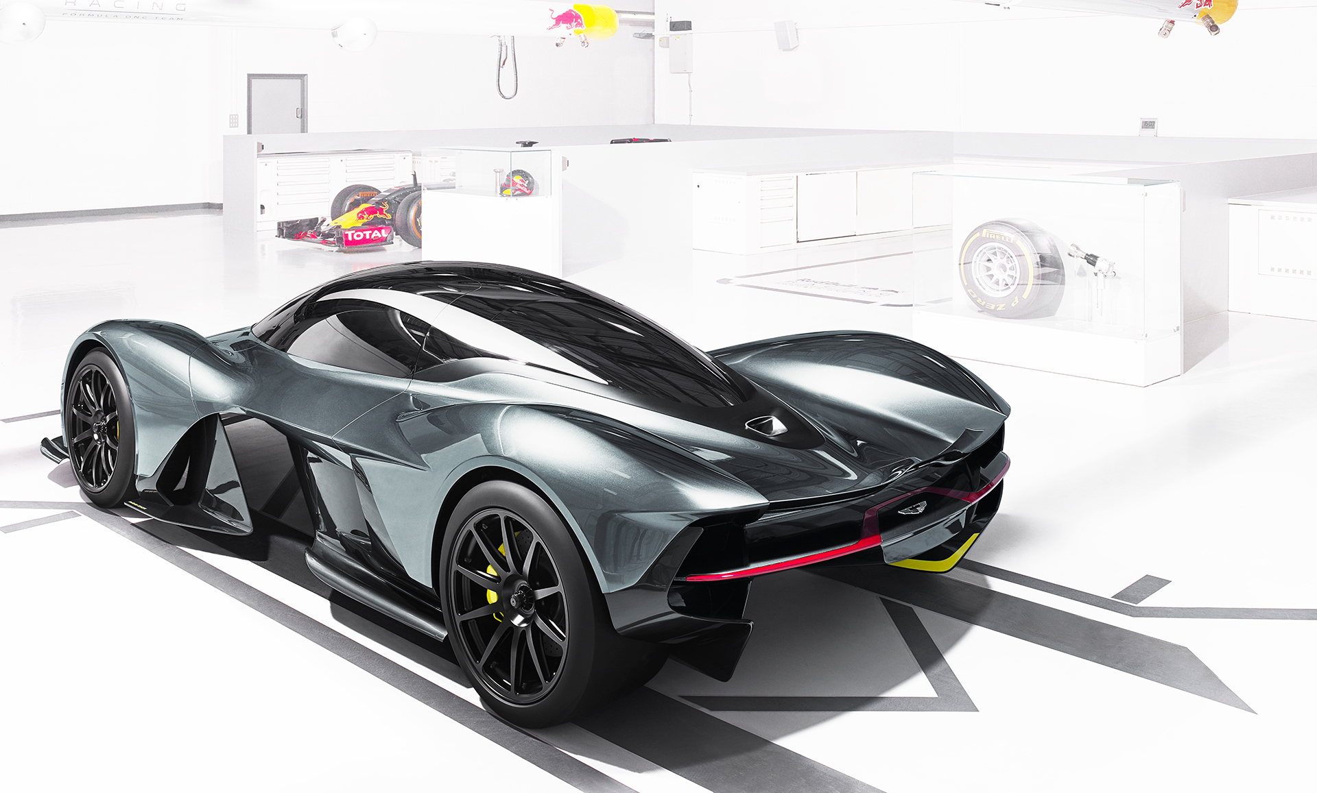 Aston Martin - Red Bull Racing - team up - AMRB001 - 2016 - rear side-face - F1 preview