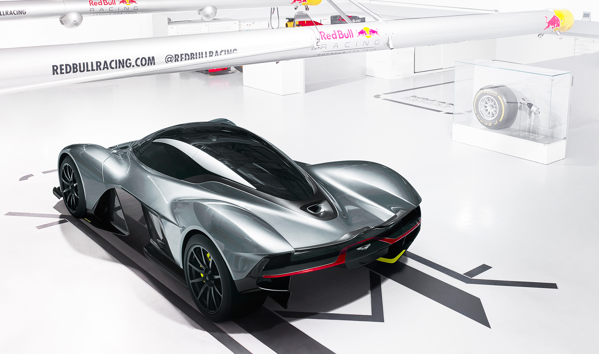 Aston Martin - Red Bull Racing - team up - AMRB001 - 2016 - top rear