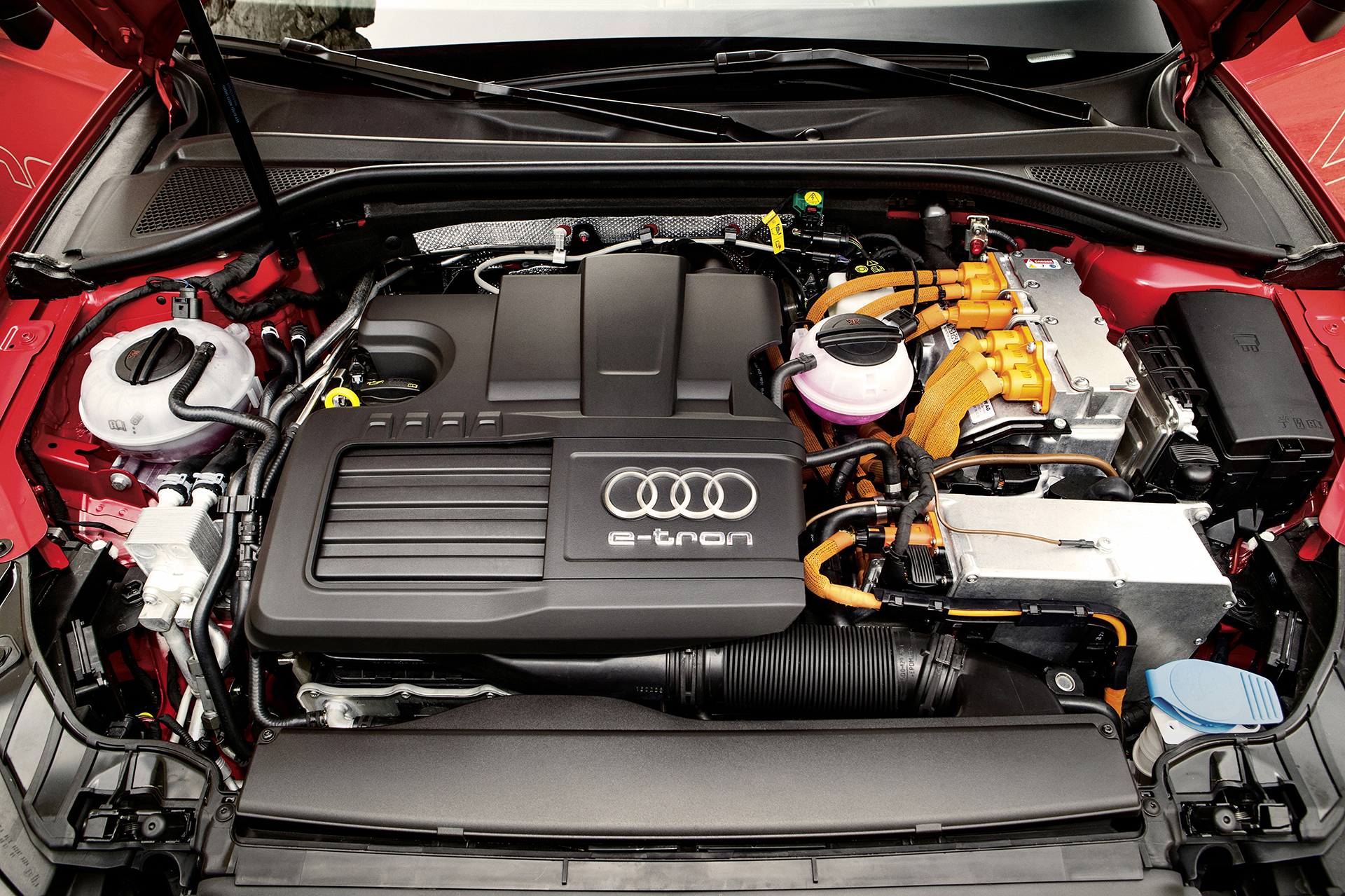 Audi A3 e-tron - under the hood / sous le capot