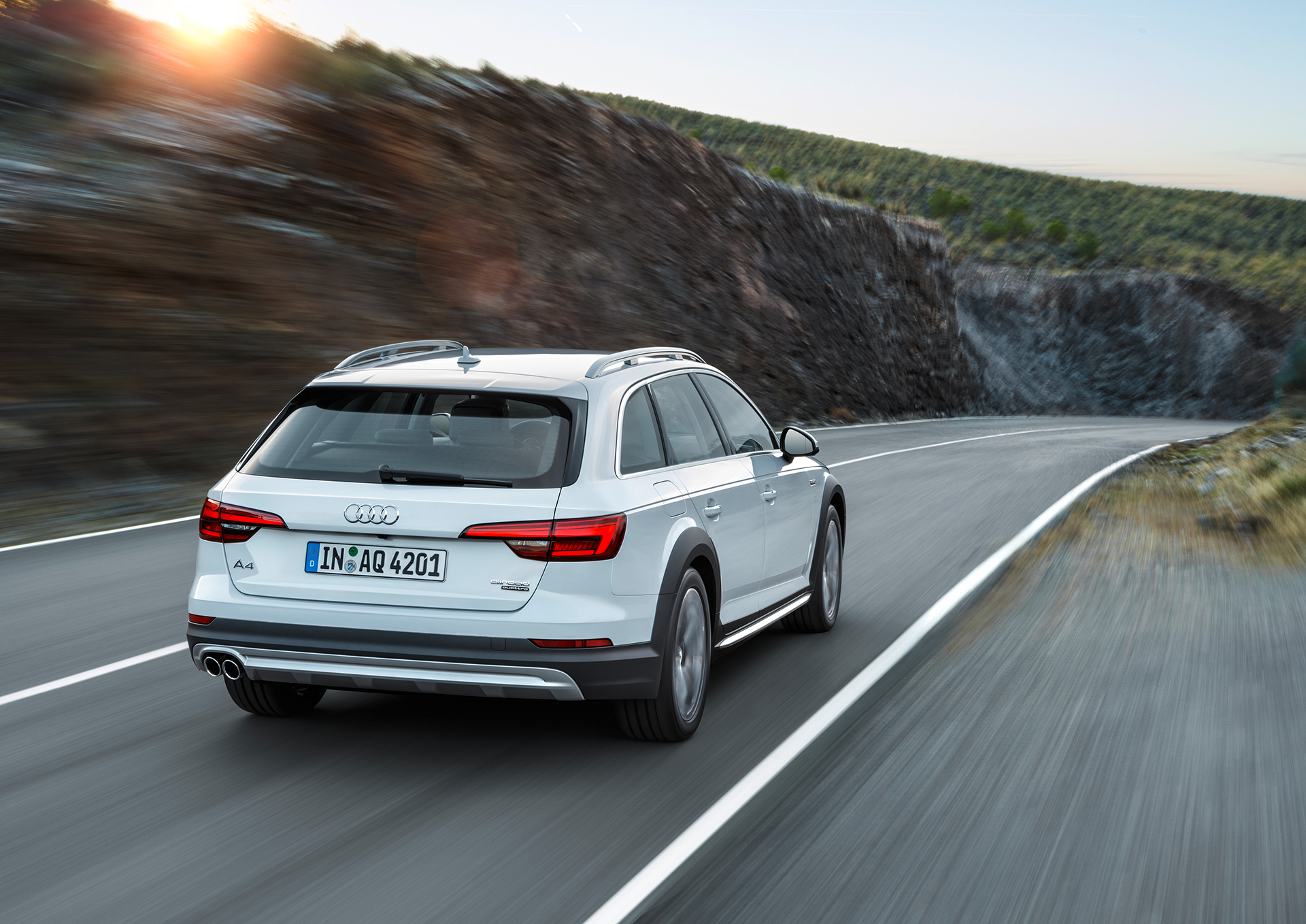 Audi A4 allroad quattro - 2016 - route / road - photo