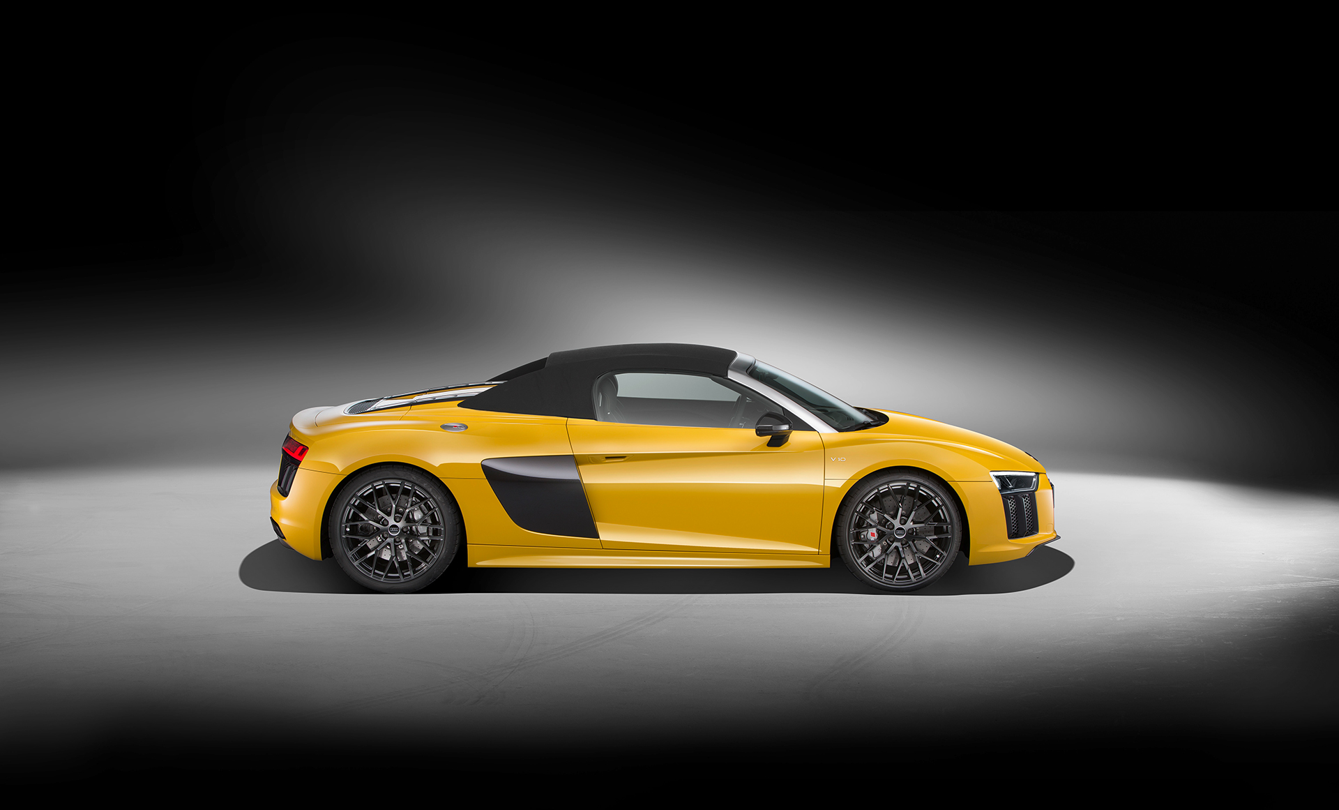 Audi R8 Spyder V10 - 2016 - side-face / profil - close top / toit fermé