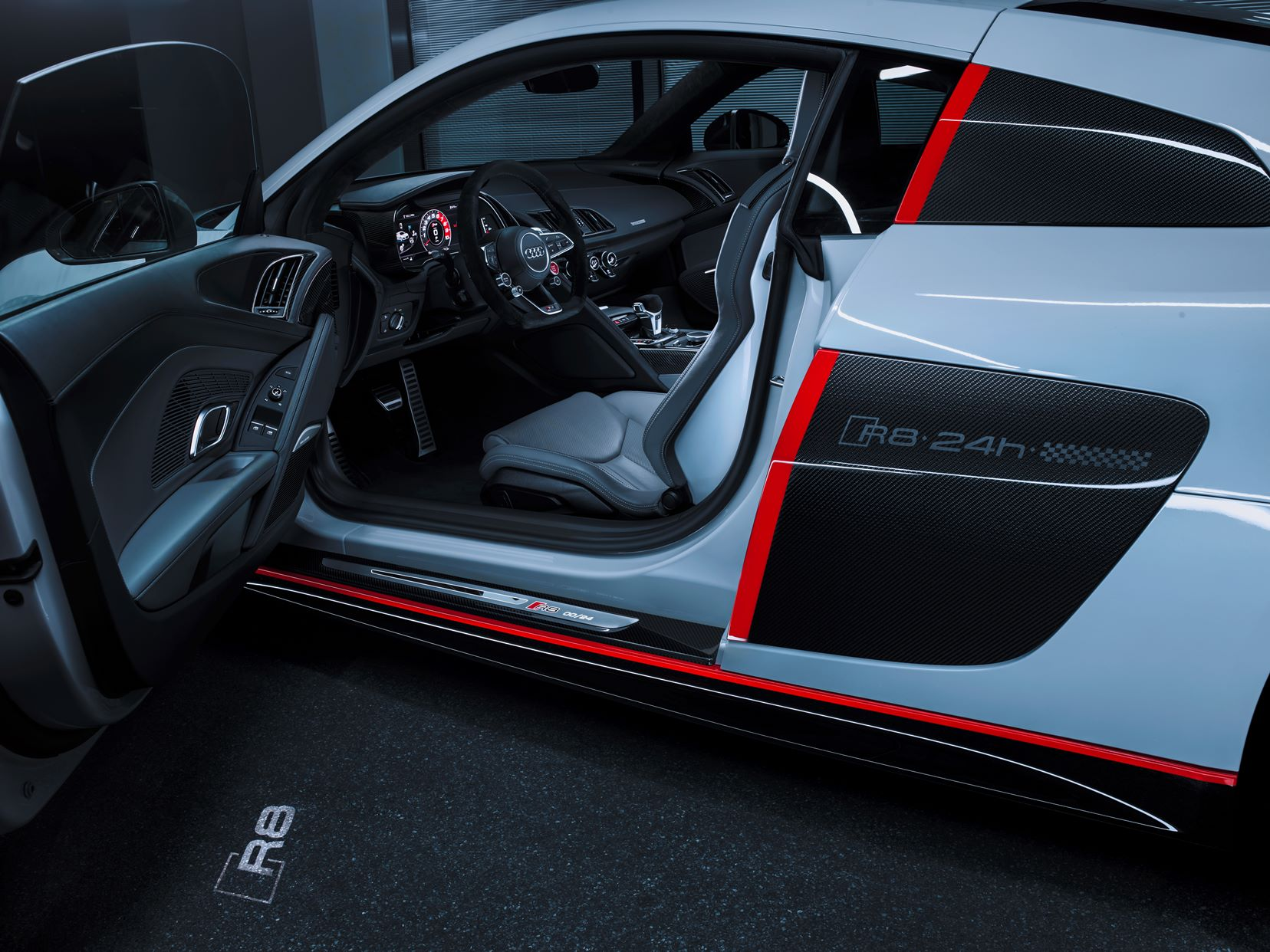 Audi R8 V10 selection 24h - 2016 - inside - photo showroom