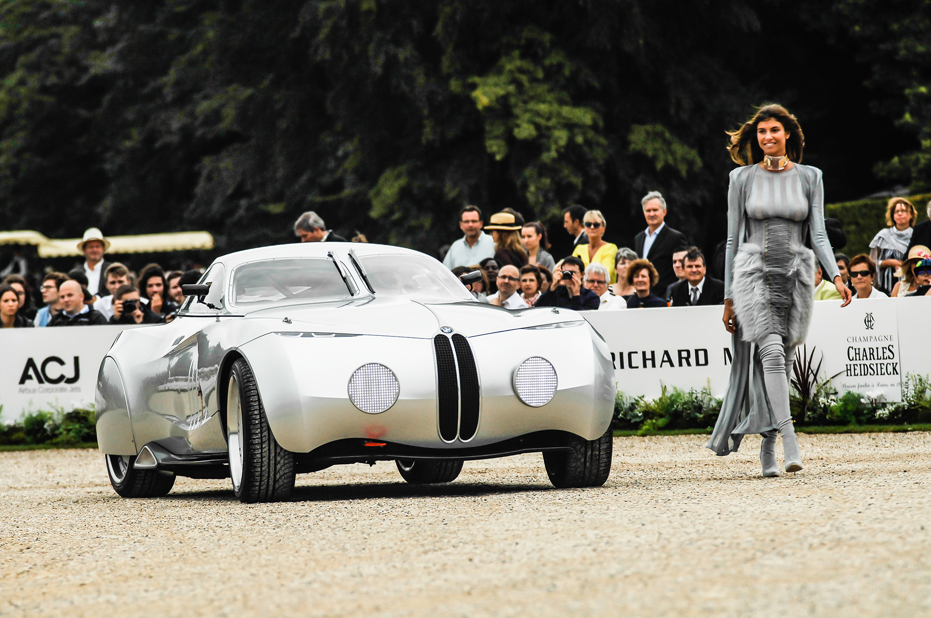 Chantilly 2016 - BMW Mille Miglia Coupé Concept - fashion Balmain - photo by Pierre-Yves Riom