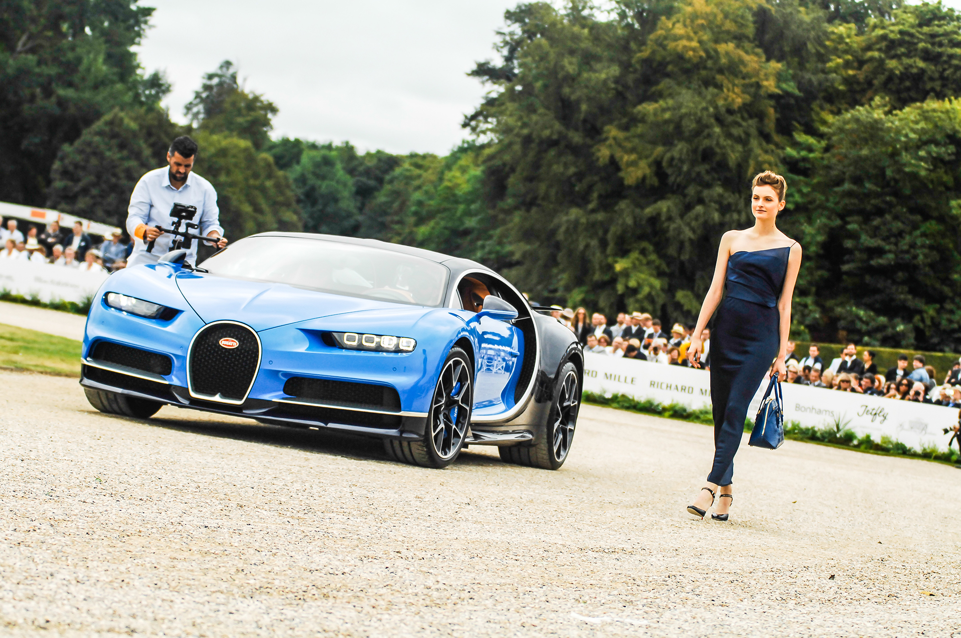 Chantilly 2016 - Bugatti Chiron - fashion Giorgio Armani - photo by Pierre-Yves Riom