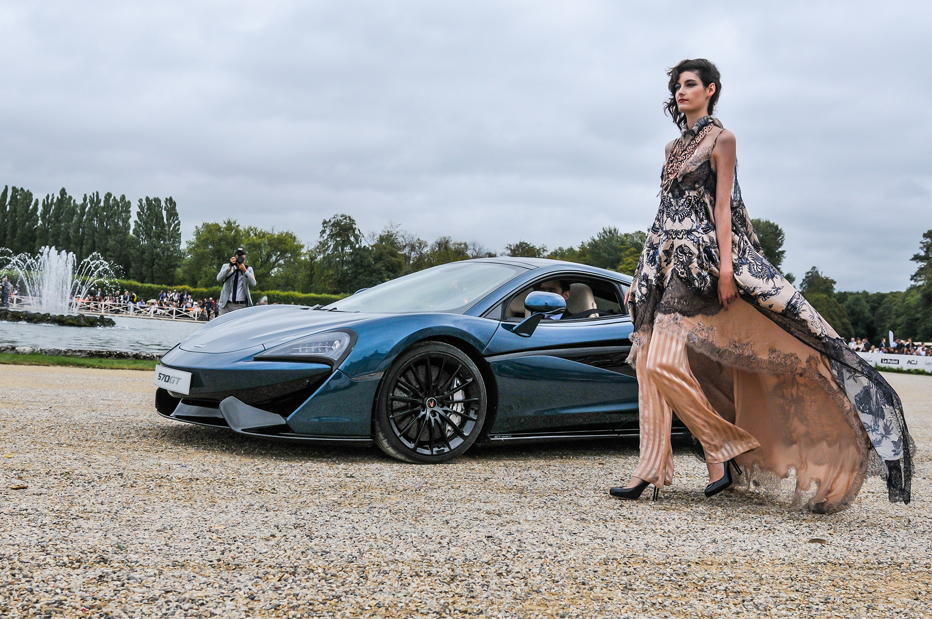 Chantilly 2016 - McLaren 570GT By McLaren Special Operations - fashion Jean-Paul Gaultier - photo by Pierre-Yves Riom