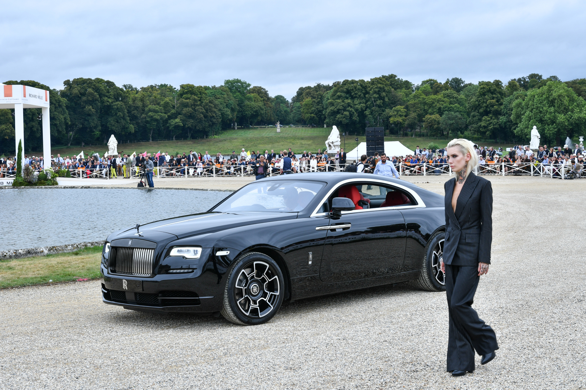 Chantilly 2016 - Rolls-Royce Wraith Black Badge - fashion Timothy Everest