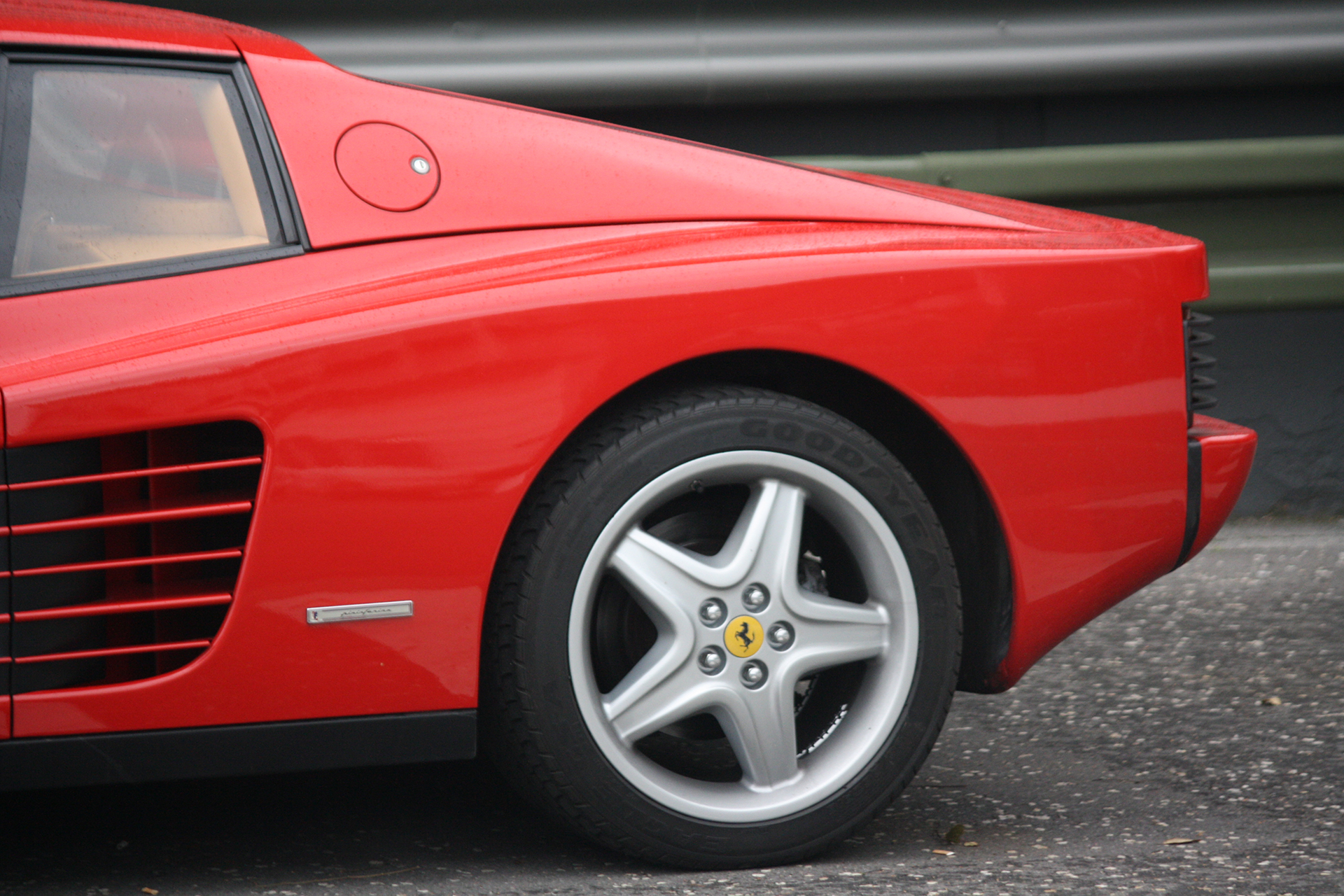 Ferrari Testarossa - profil arrière / rear side - Youngtimers Meeting - 2016 - photo Fiona Rodrigues