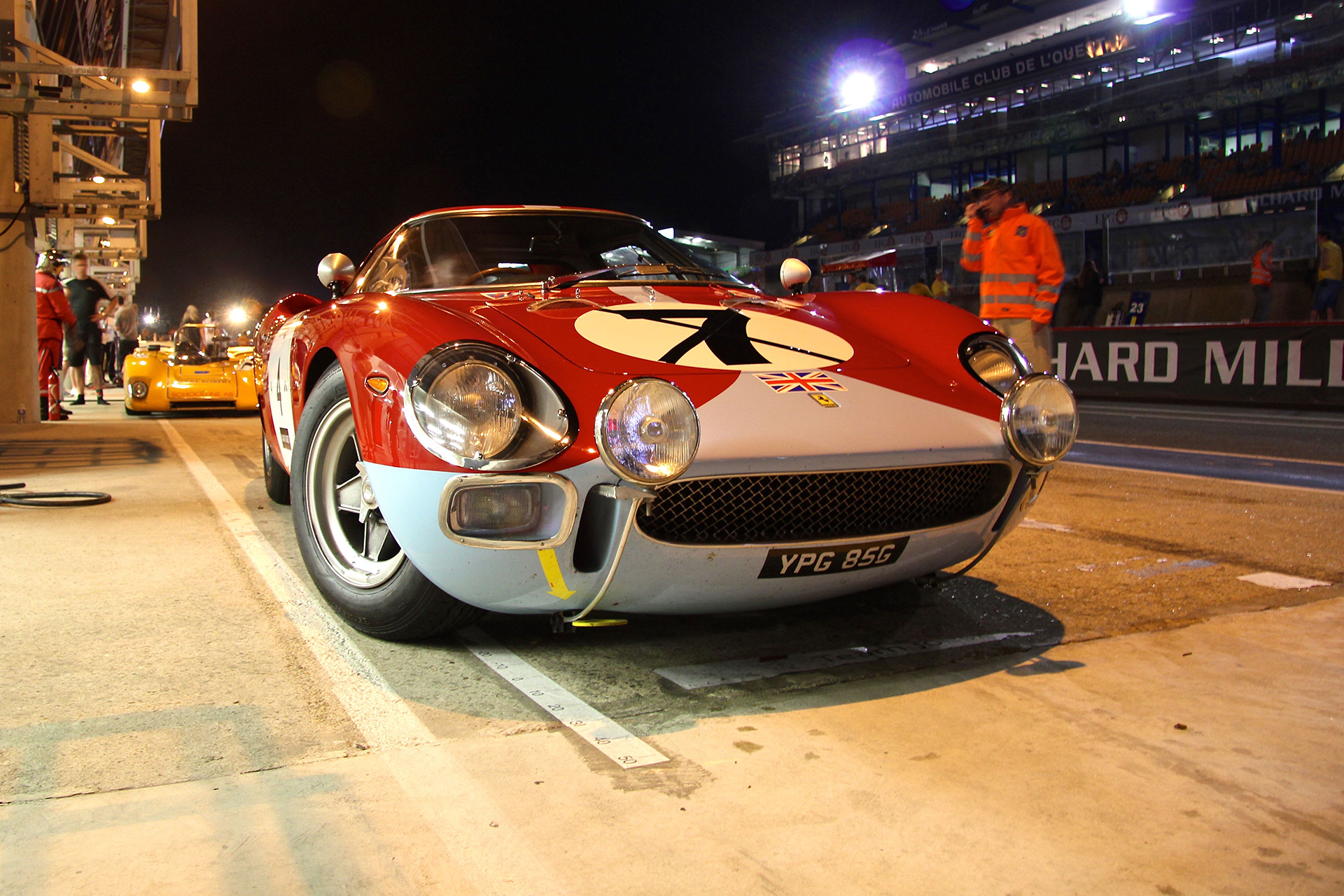 Ferrari - stand by night - Le Mans Classic 2016 - photo Ludo Ferrari