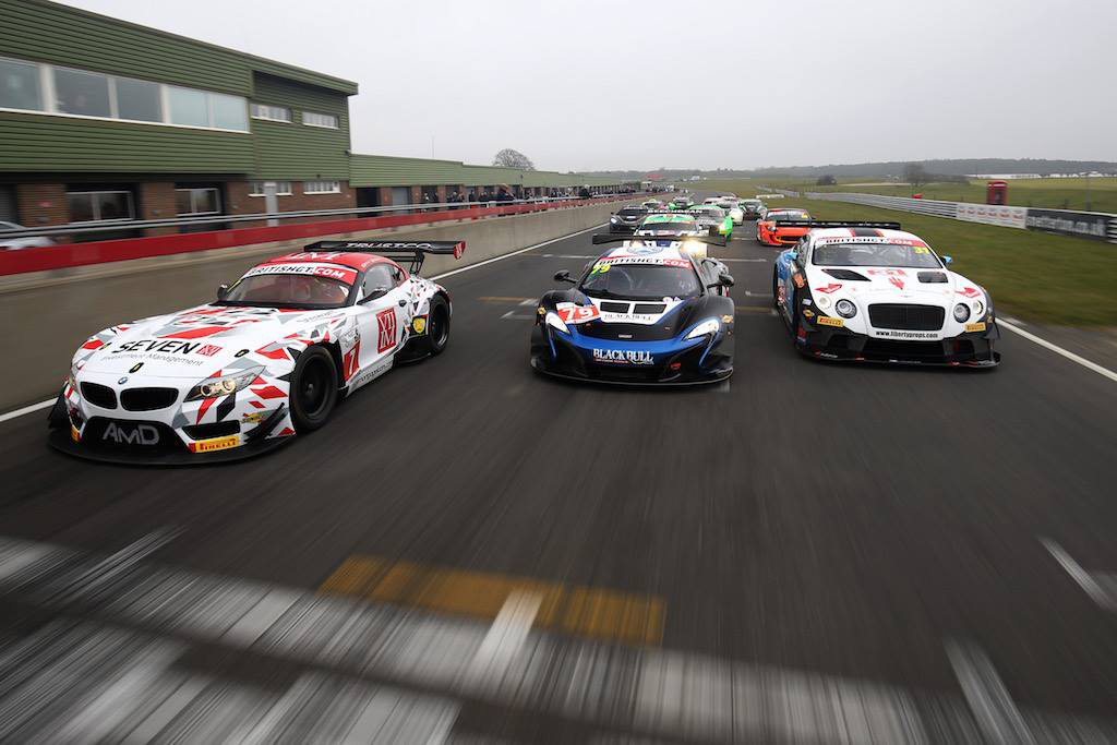 Grid-start GT4 - 2016 - on track - Photo via British GT Championship