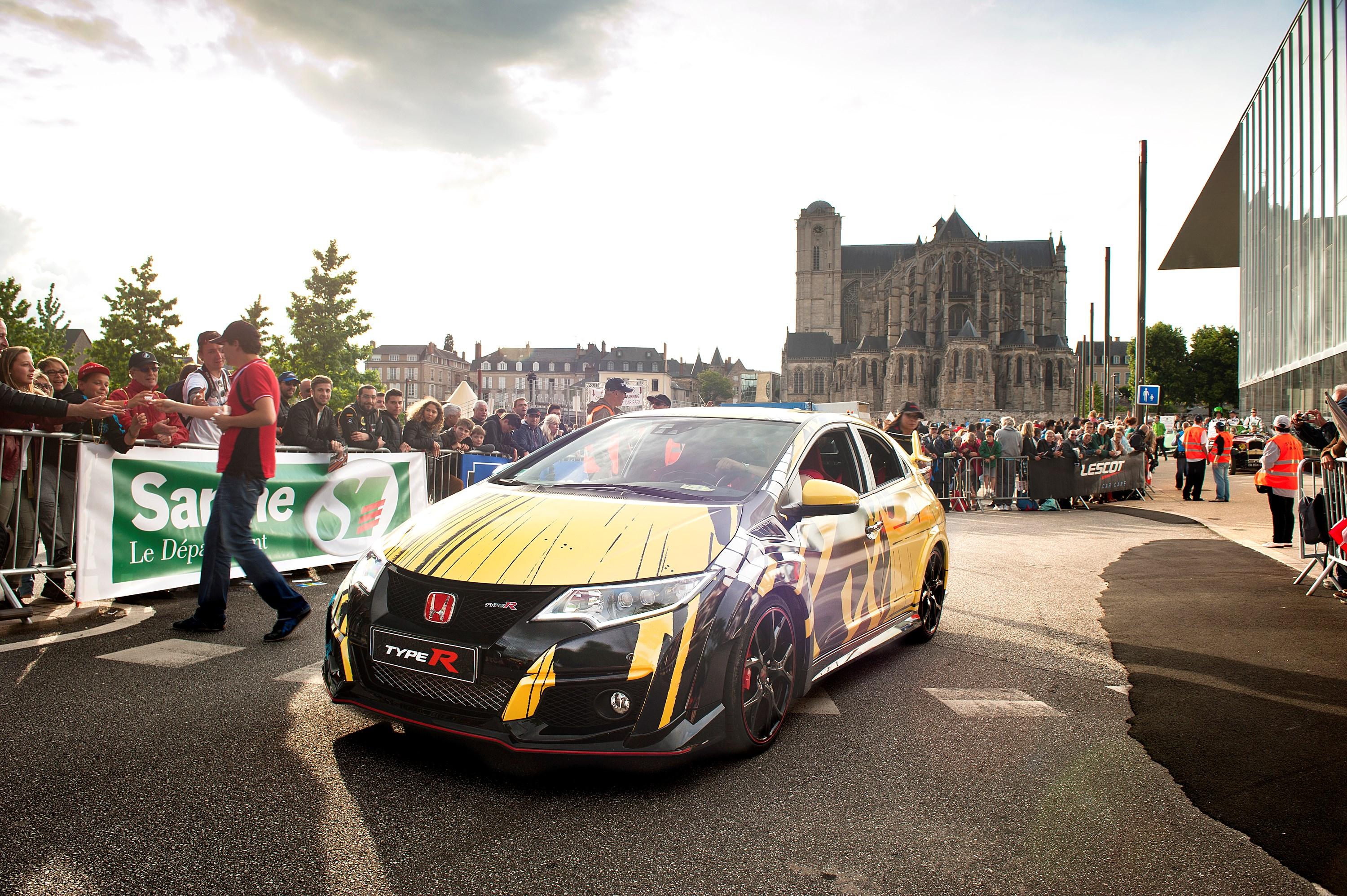 Honda Civic WTCC Art Car - 24 Heures du Mans 2016 - parade - photo via Honda